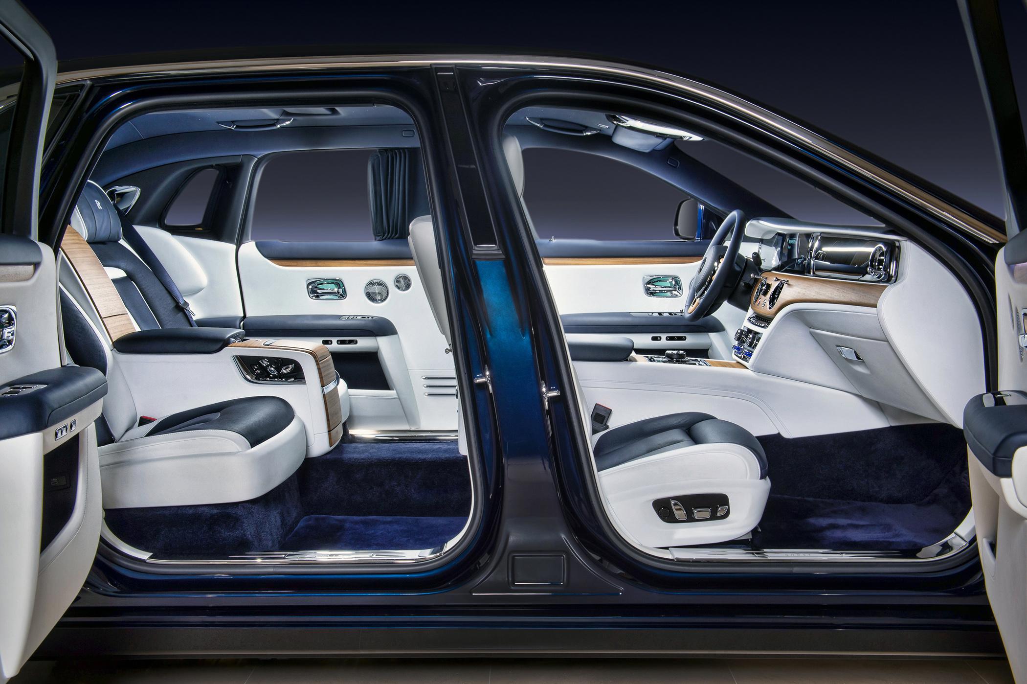 經典對開式車門設計,自動關閉與全新輔助開啟功能。