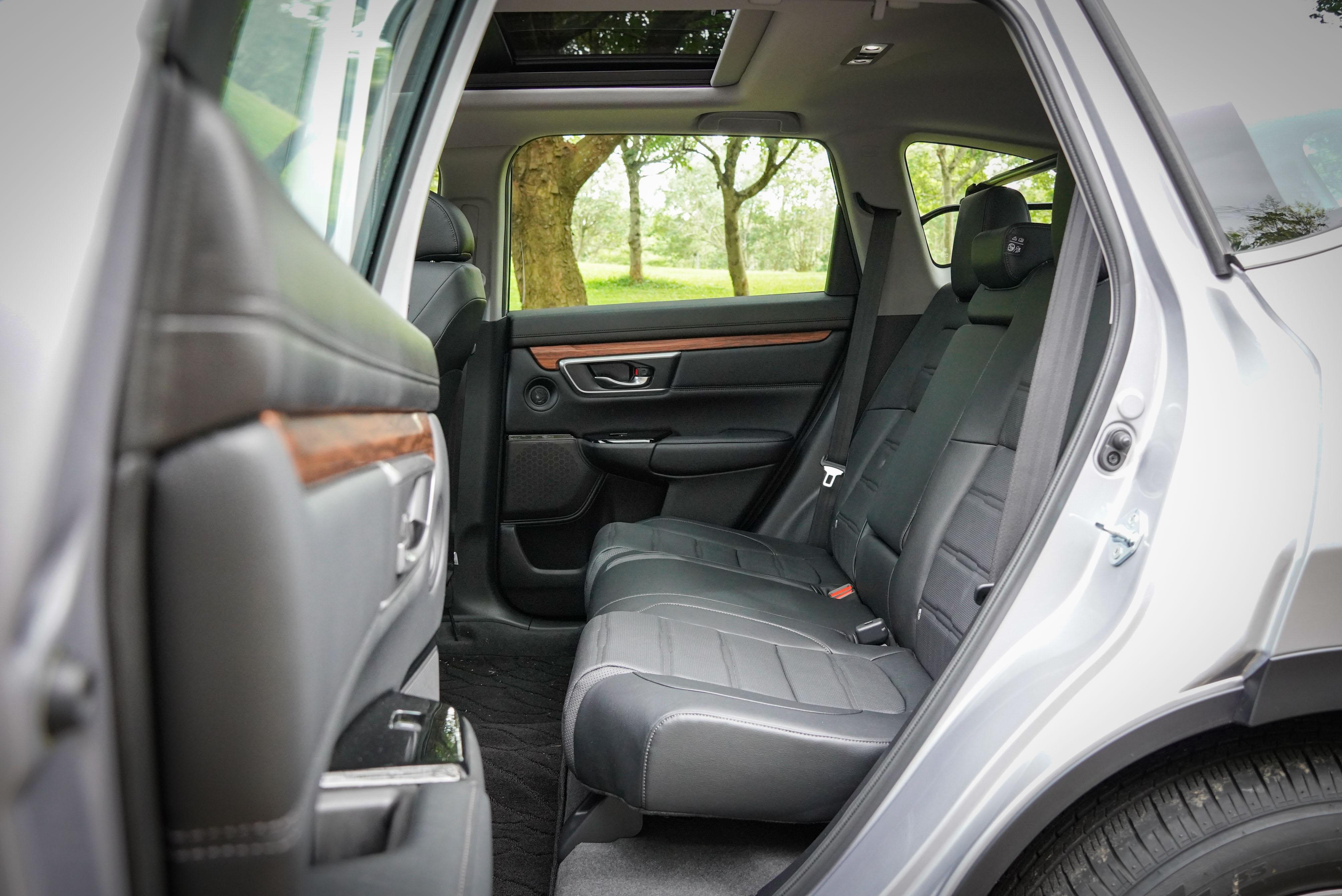後座乘坐空間較 Ford Kuga 寬敞,與 Toyota RAV4 差不多。