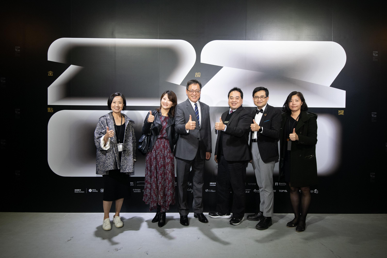 納智捷曹中庸副總經理(左三)出席金點設計獎頒獎典禮。