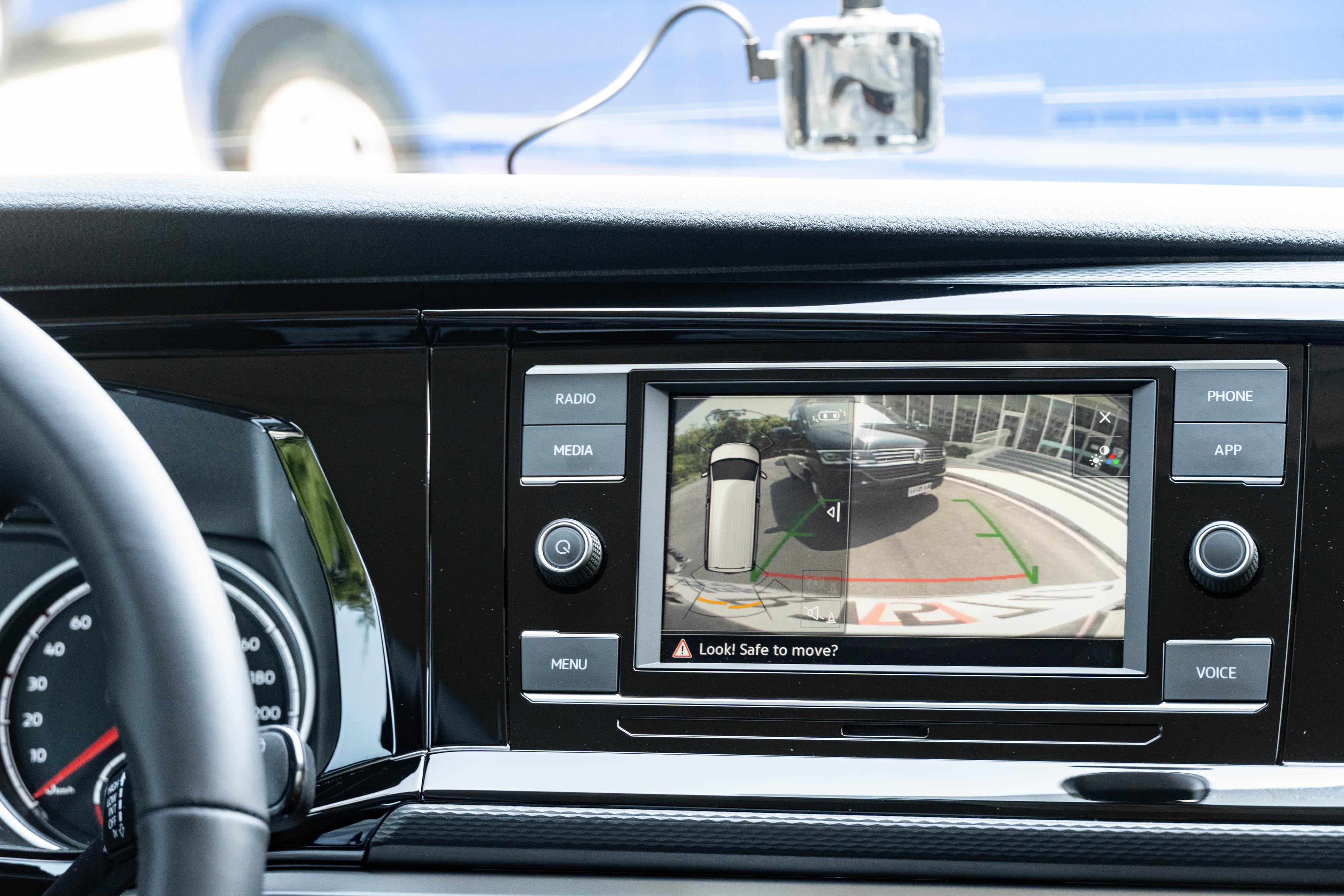 顯影式停車導引系統也在標配清單內。