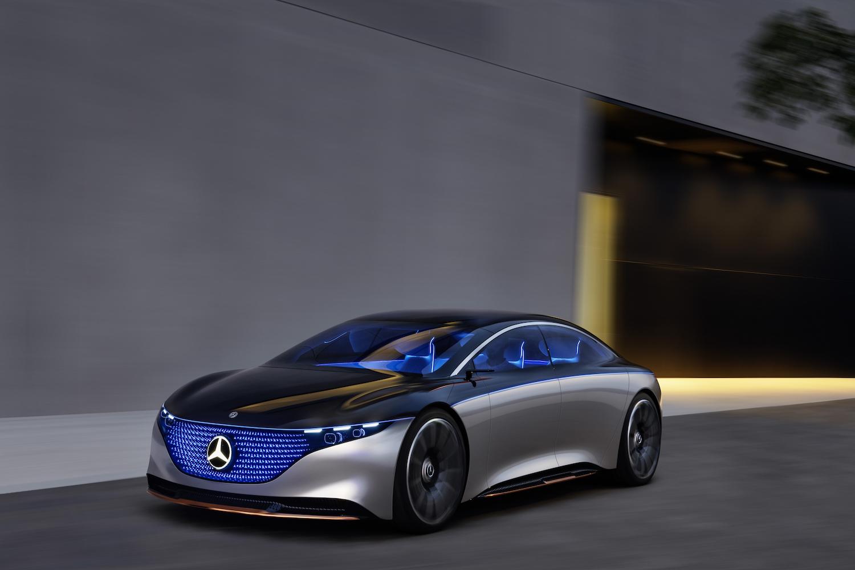 Mercedes-Benz EQS 採用品牌最新 EVA 架構,續航力將高達 700 公里。