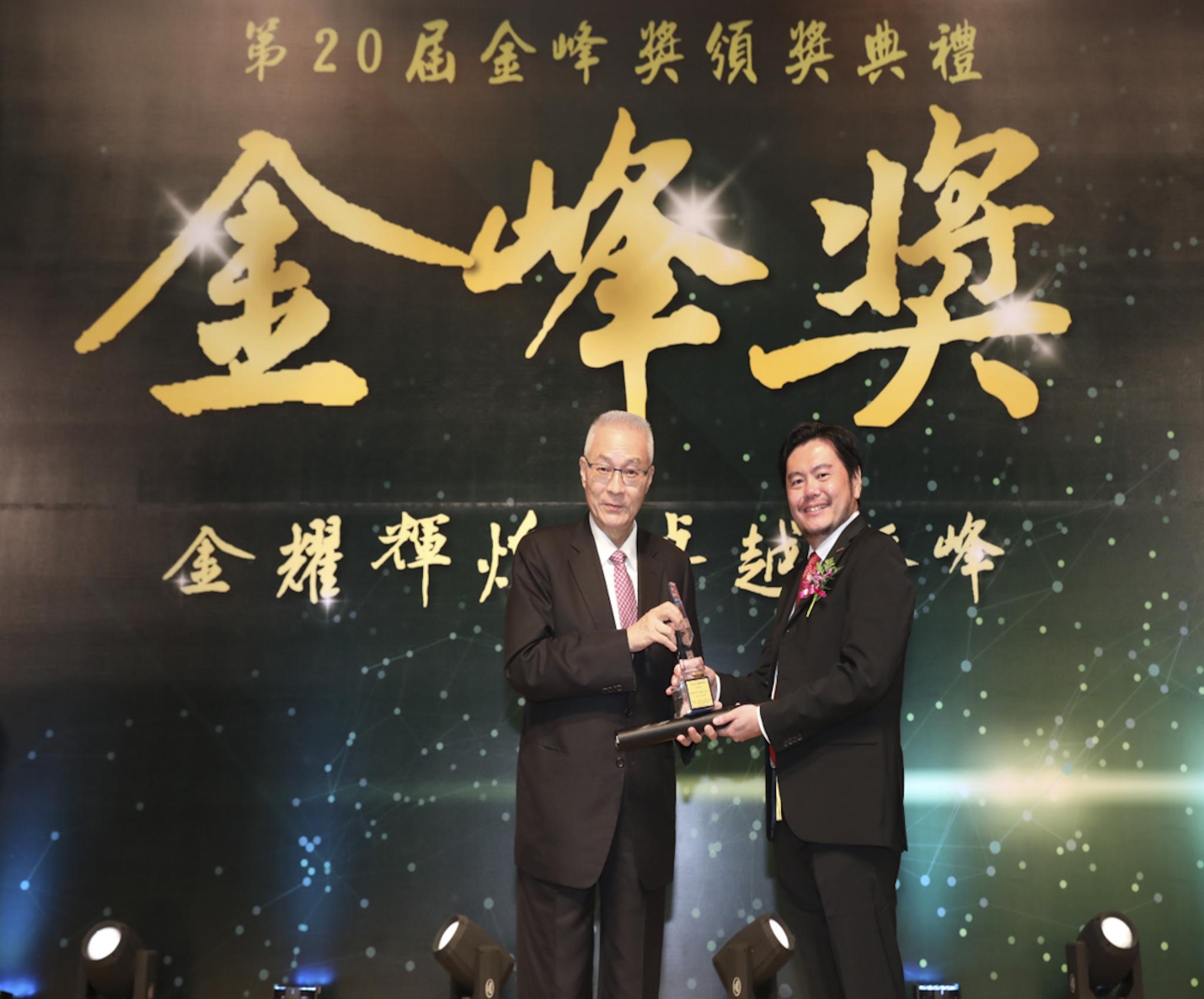 「台灣戴姆勒亞洲商車」執行長王立山代表領獎。