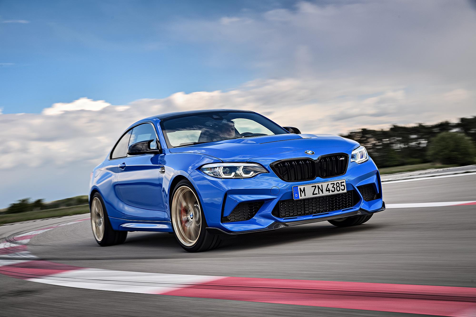 M2 CS 不但具有 450 匹最大馬力,還標配 6 速手排變速箱。