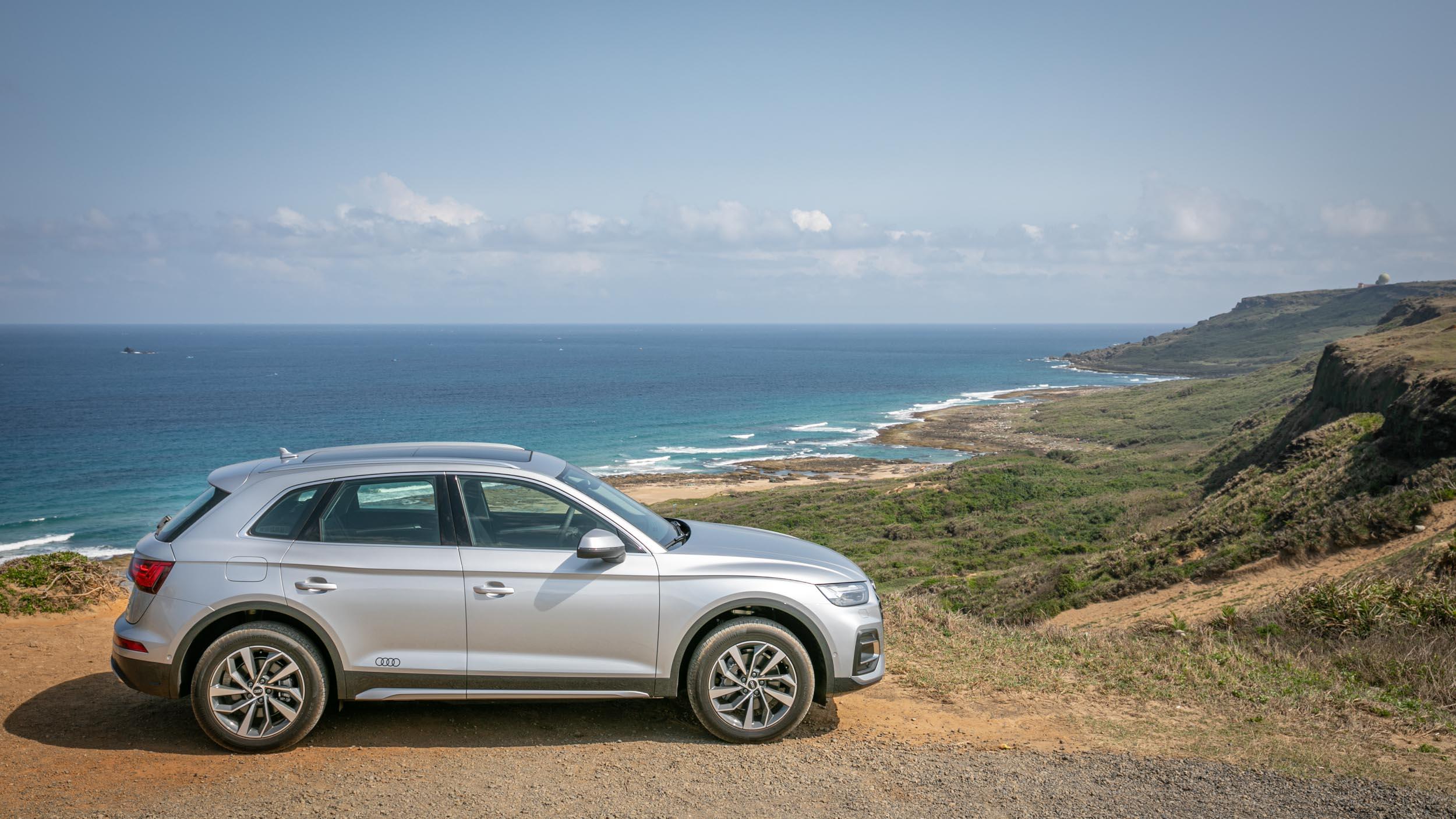 試駕車款為 Q5 45 TFSI quattro Edition One 車型,以 advanced 車型為基礎加上專屬套件,售價為新台幣 279 萬起。