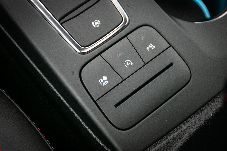 排檔後座後方有駕駛模式切換按鍵。
