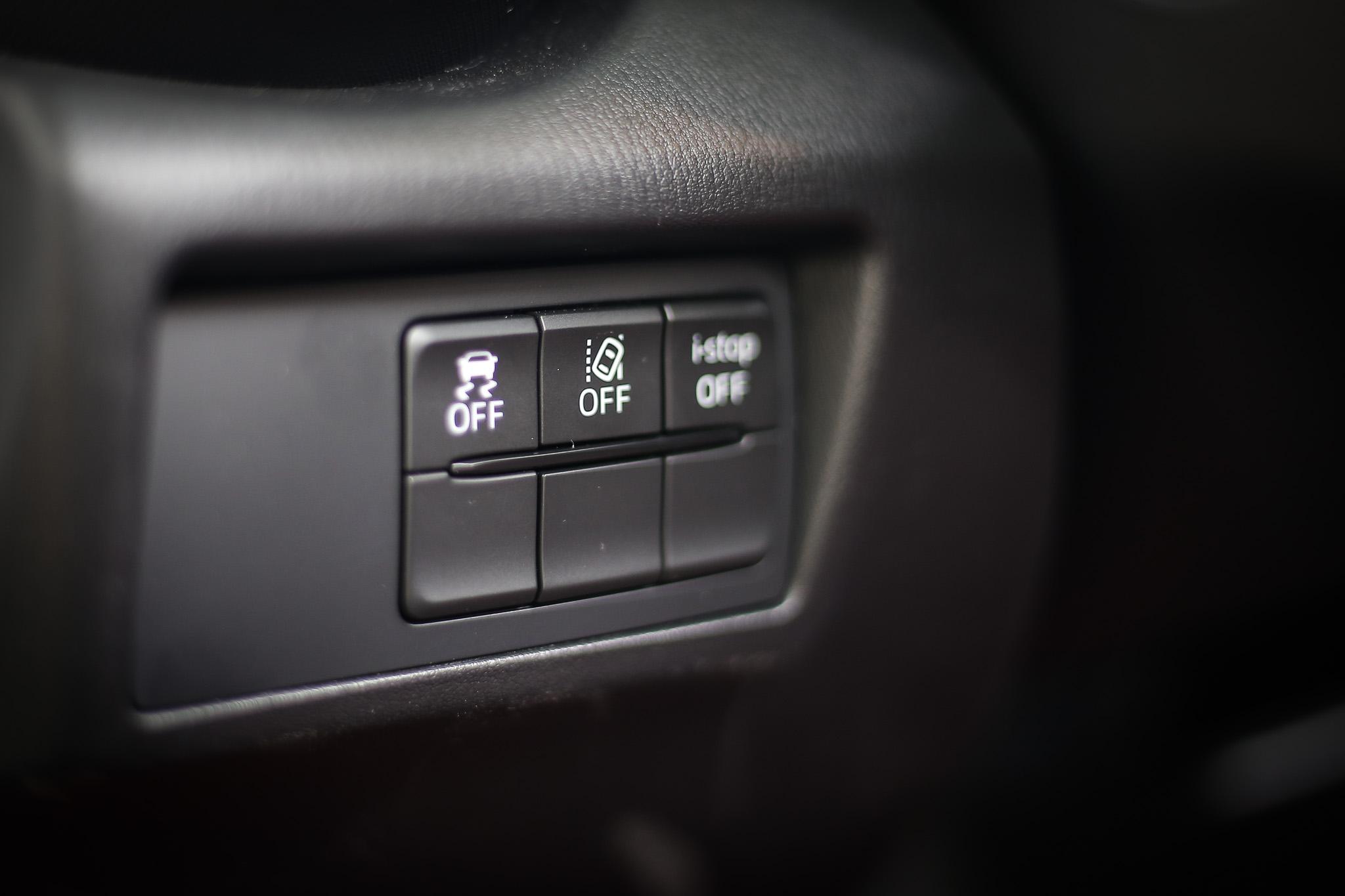 雖然沒有當前時興的 ACC 或車道置中功能,但至少有車道偏移警示系統、盲點偵測系統、後車警示功能等 ADAS 系統。