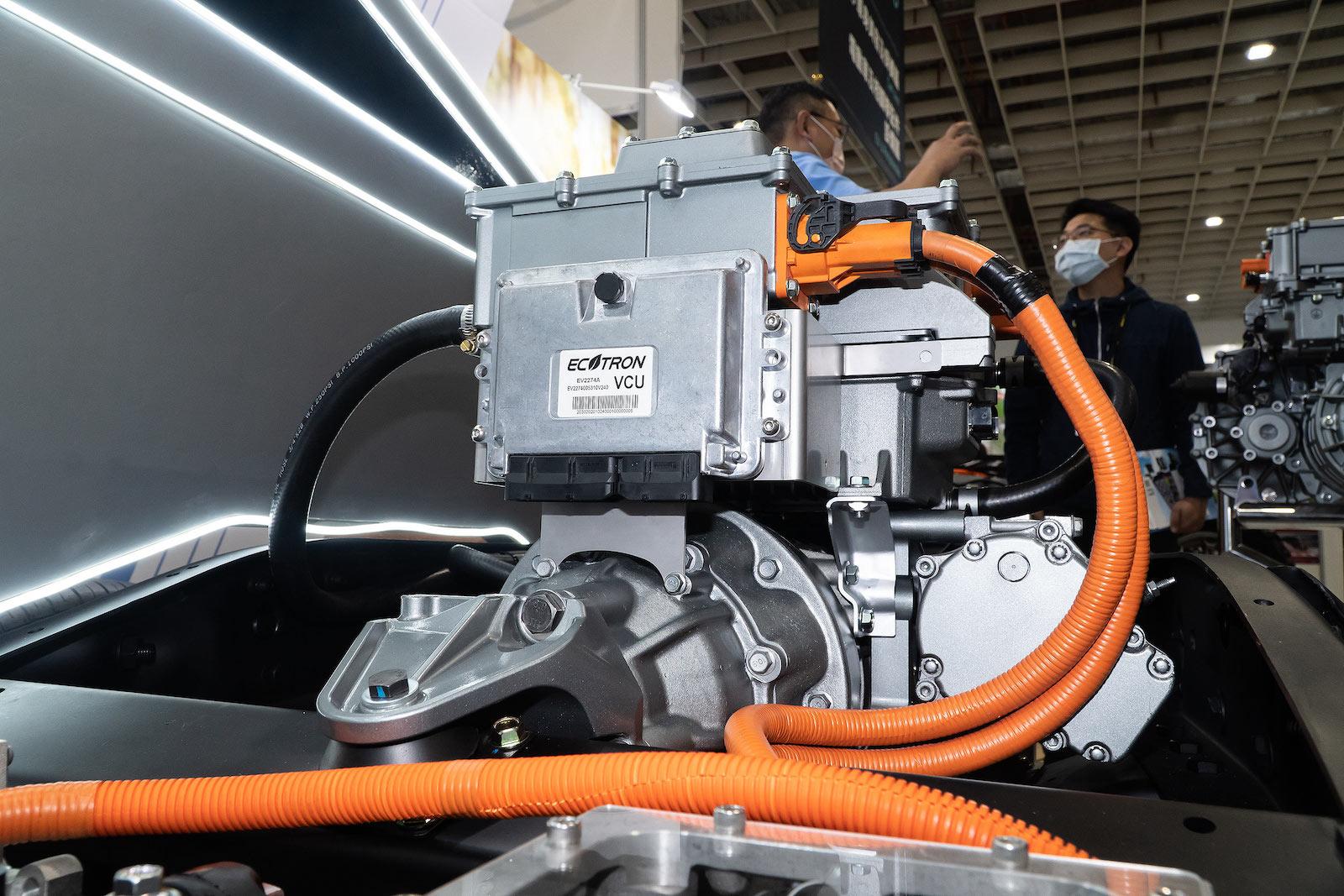 透過軟硬體與機電整合,打造適合各種平台的純電動力系統。