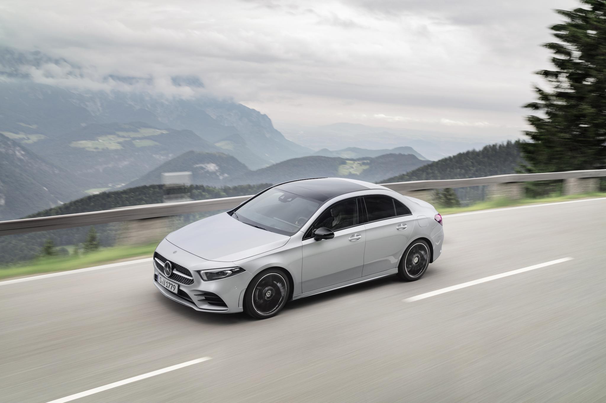 新增 A 180 Sedan 運動版再升級 AMG Line 跑車化套件及智慧駕駛輔助套件。