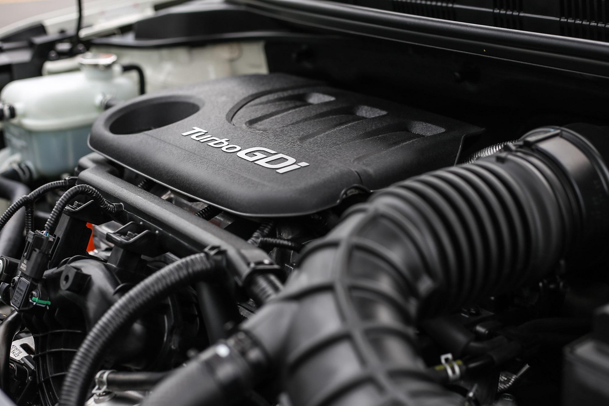 1.0 升缸內直噴渦輪增壓三缸引擎,動力充沛但震動明顯了點。