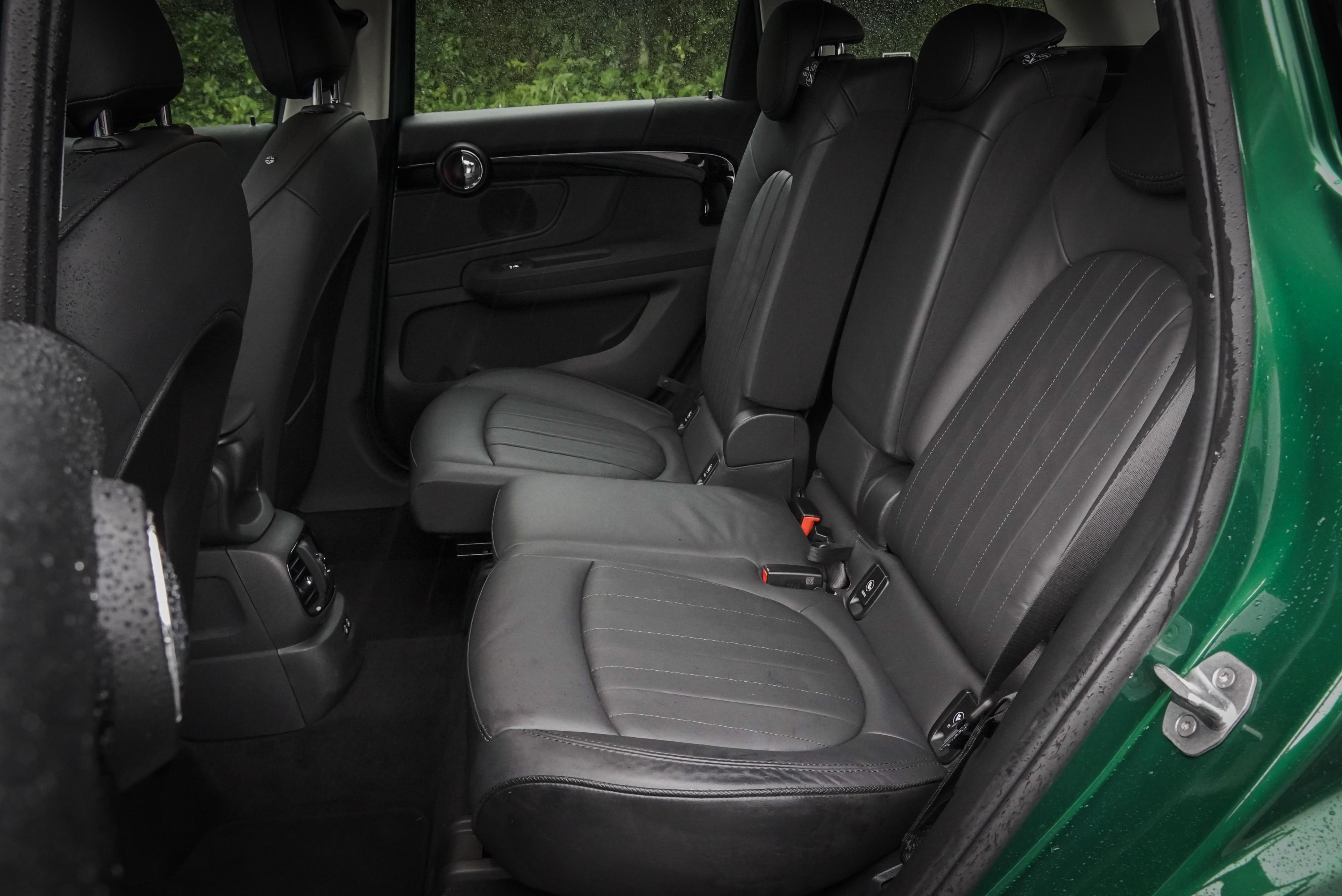 後座可前後滑移 13 公分,且椅背角度可調整。