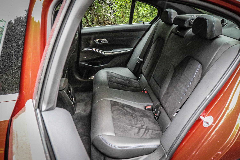 後座受惠於軸距、車高分別增長 41 mm 及 6 mm,乘坐空間可圈可點。