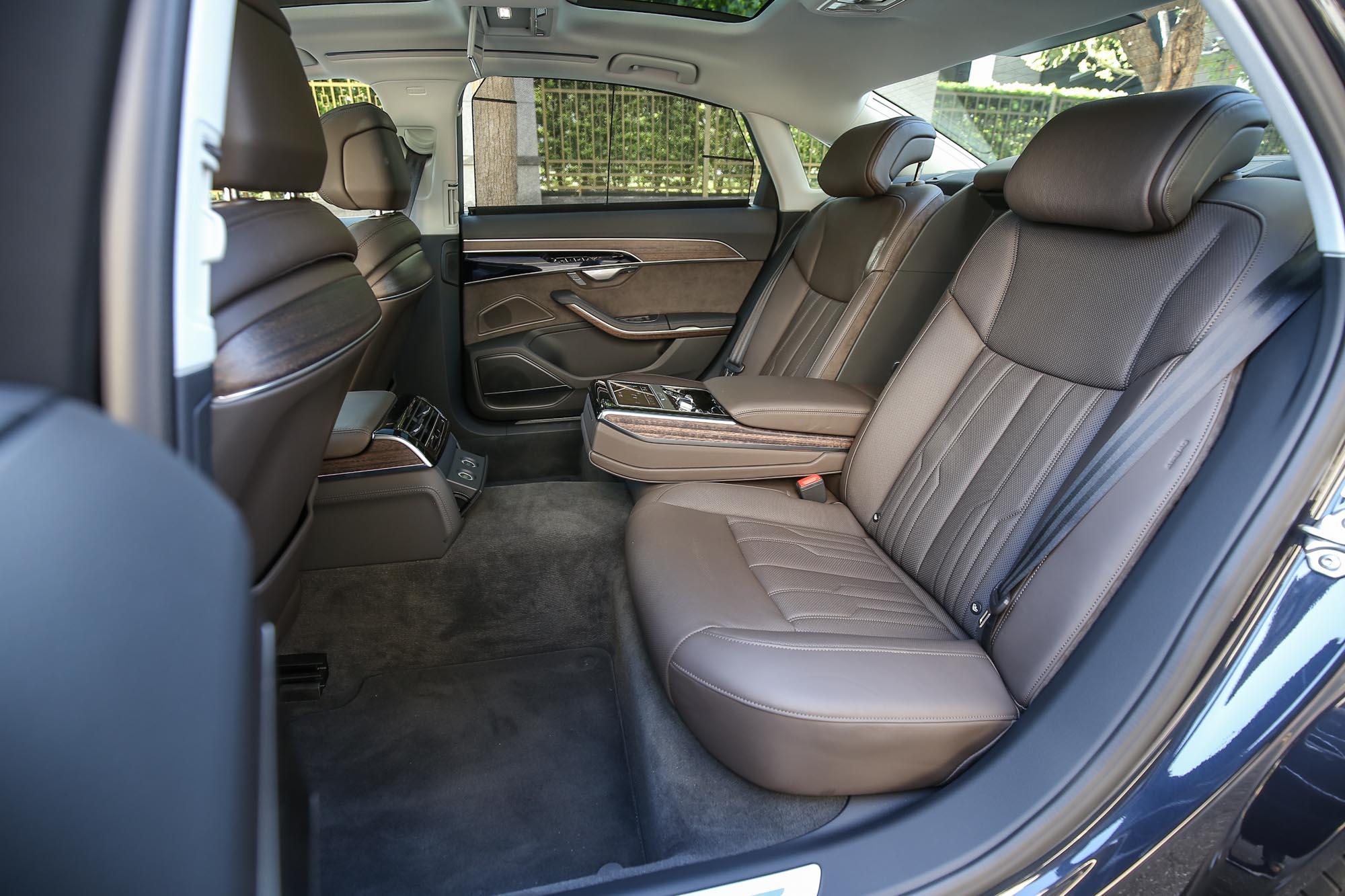 Premium 套件包含 Valcona 真皮高階舒適型座椅。