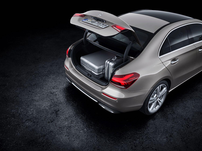 加大的開口設計,行李廂空間達到 420 公升。