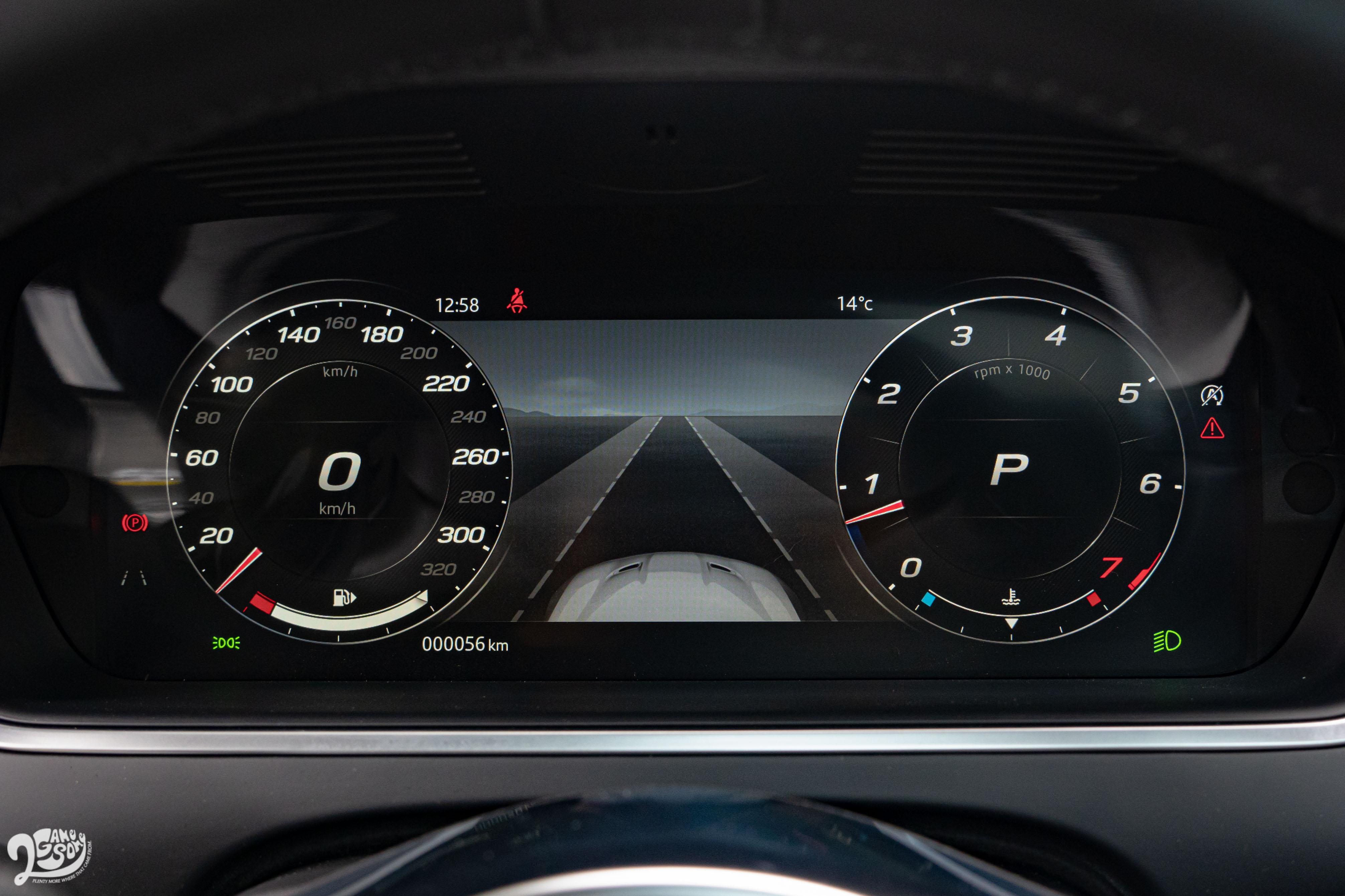 駕駛座眼前的 12.3 吋高解析度全數位化儀表為此次內裝小改款重點。