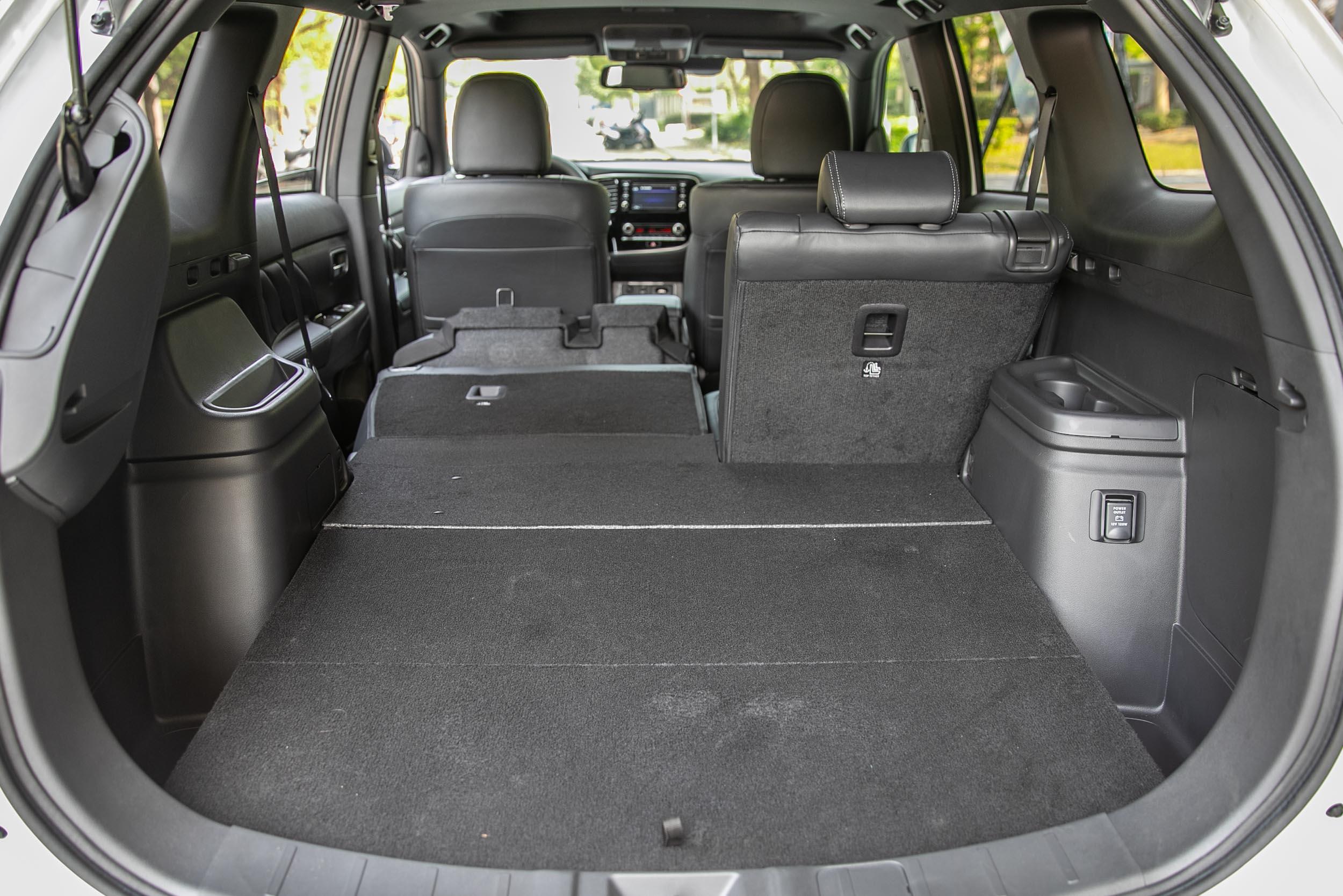 若把後座椅背打平,置物容積可擴充至 1602 水準。