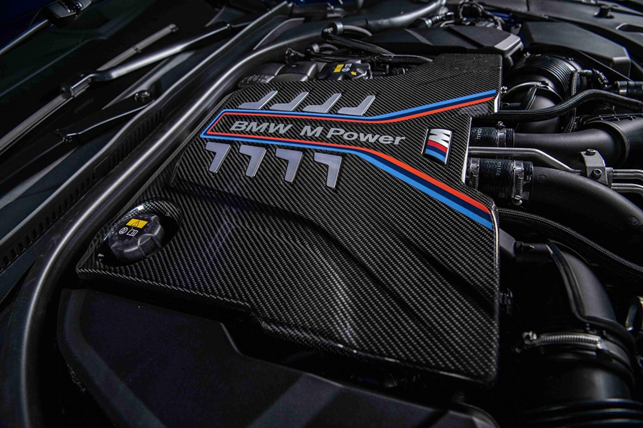 由 BMW M GmbH 專屬調校 M TwinPower Turbo S63 引擎可選配 M 碳纖維引擎飾蓋。