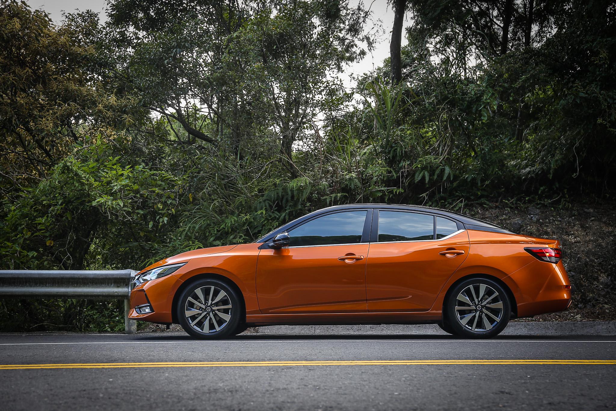 延續品牌新世代設計元素,新世代 Sentra 外形猶如縮小版的 Altima。