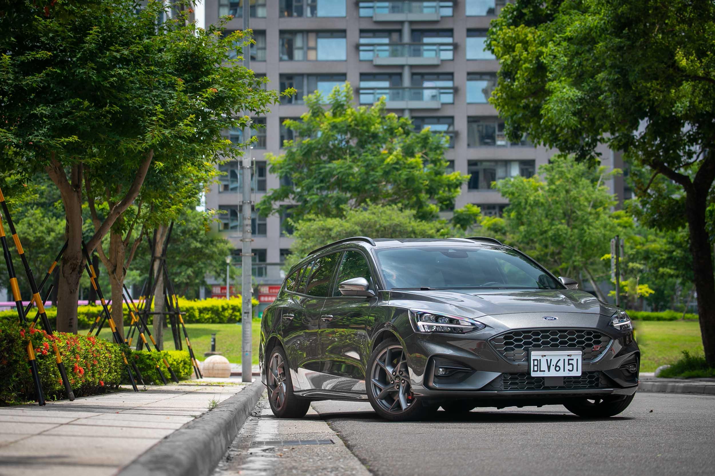 試駕車型為 Ford Focus ST Wagon SLS Edition,售價為新台幣 129.8 萬元。
