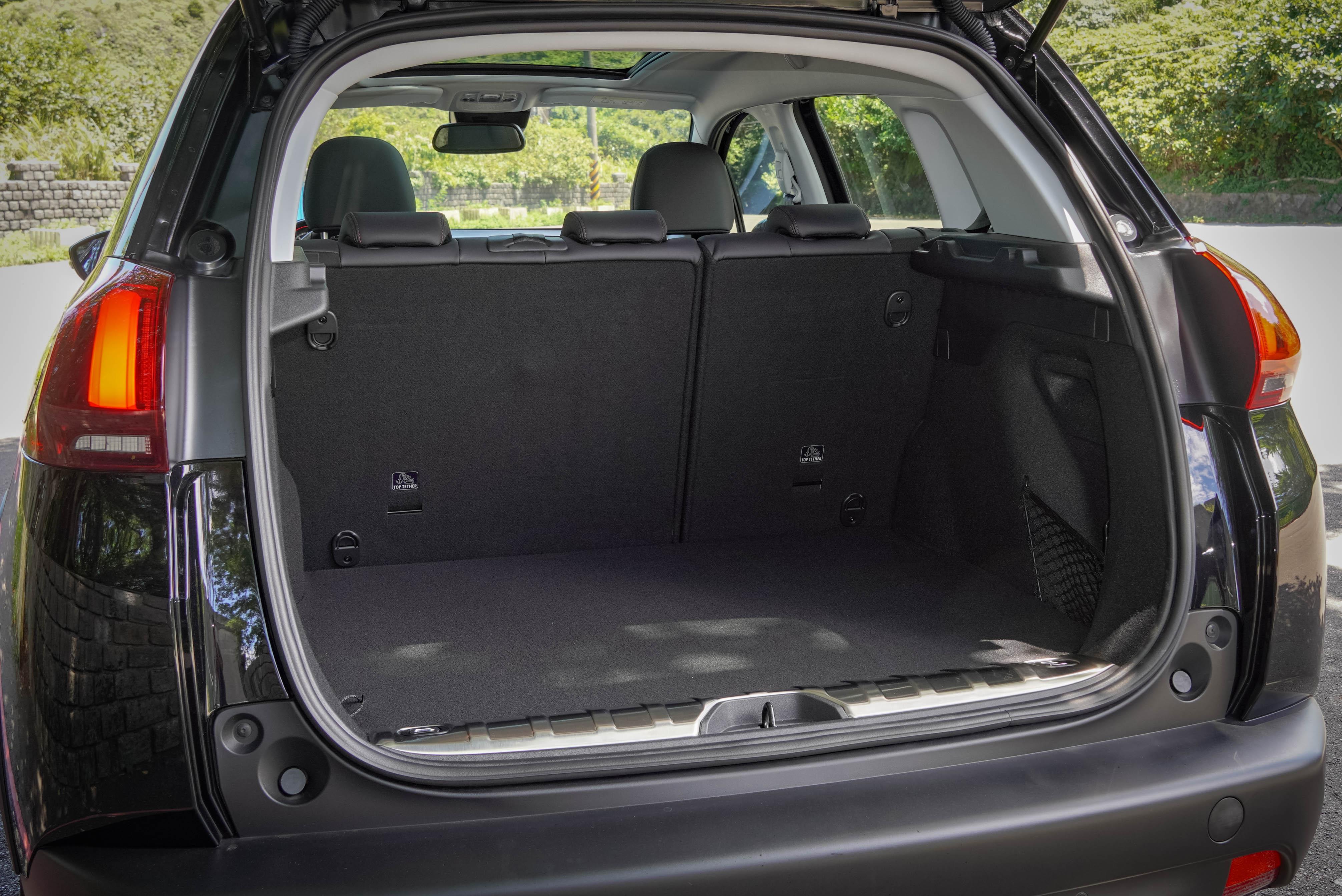 行李廂基本容積為 350 公升。