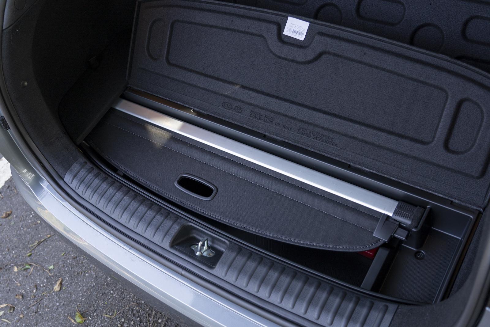 行李廂下有多處的置物空間,實用且具置物隱蔽性。