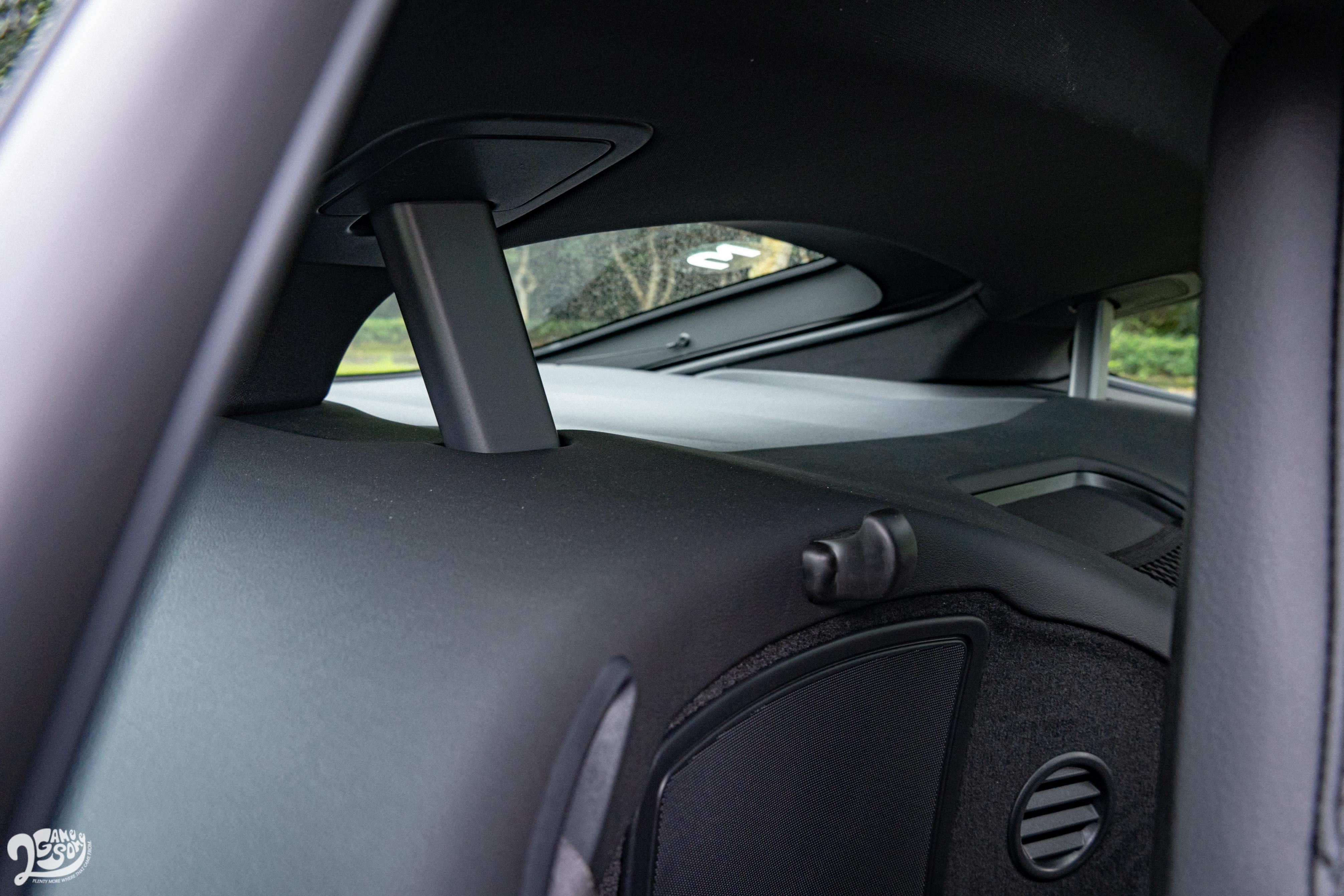 車身架構的外露於座艙內,卻成為最佳的特色與妝點。