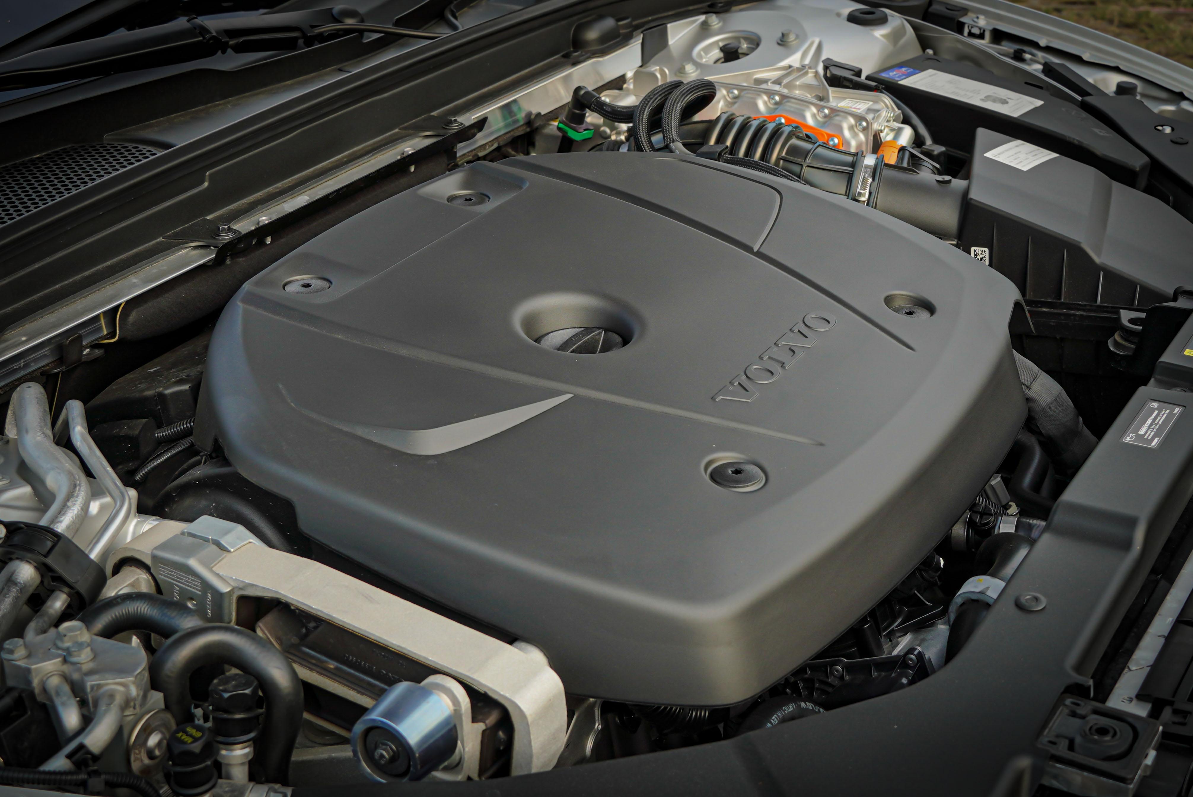 橫置直列四缸機械增壓 / 渦輪增壓具備 253hp/35.7 kgm 動力輸出,電動馬達動力為 87hp/24.5 kgm。