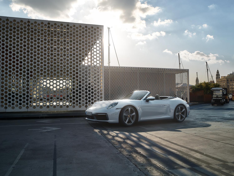 四傳齊發!Porsche 911 Carrera 4 Coupe/Cabriolet 623 萬起登台