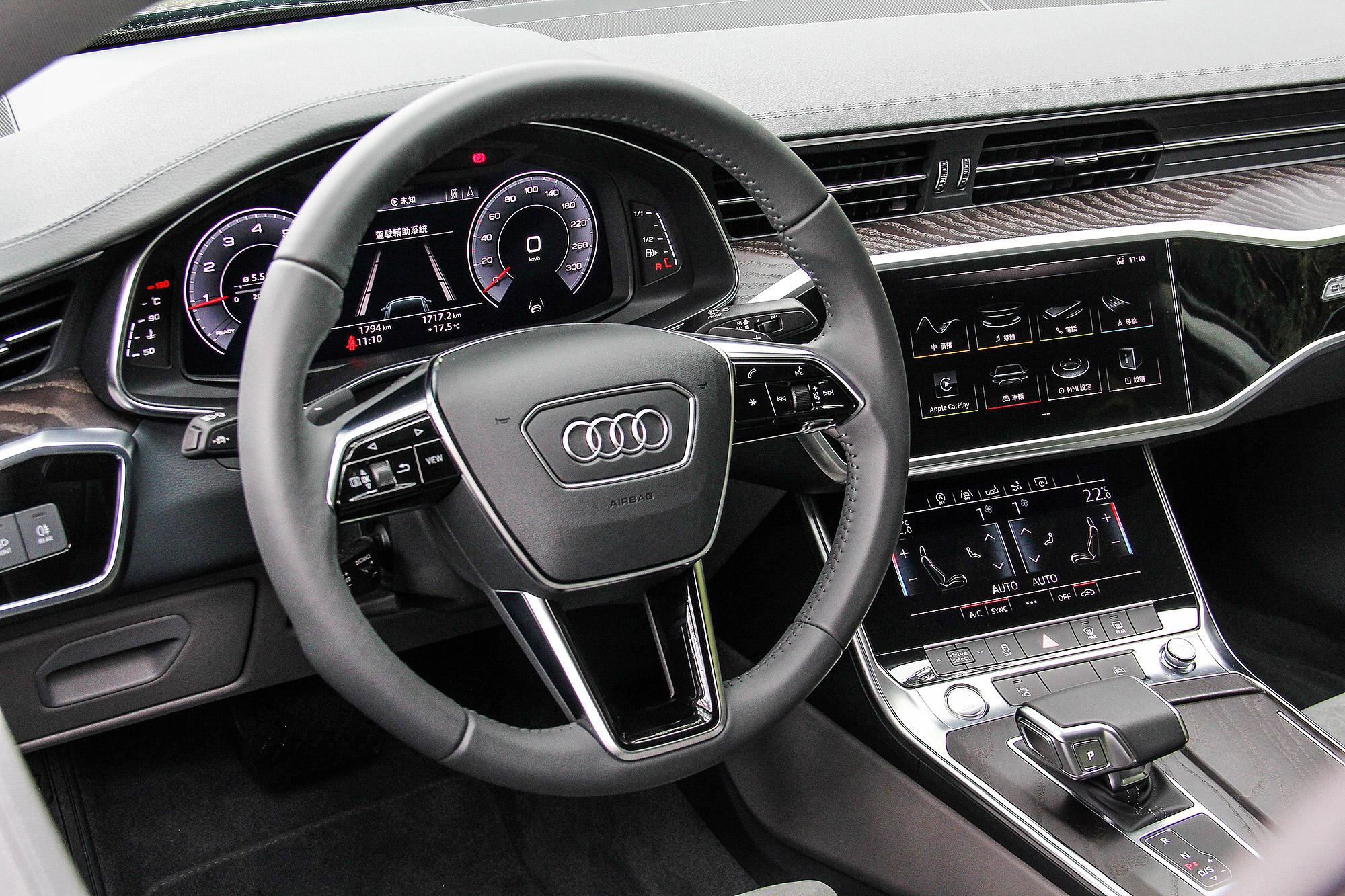12.3 吋液晶儀表板、 10.1 吋與 8.6 吋兩組中控台螢幕, A7 Sportback 的資訊顯示以及操作介面都全然數位化。