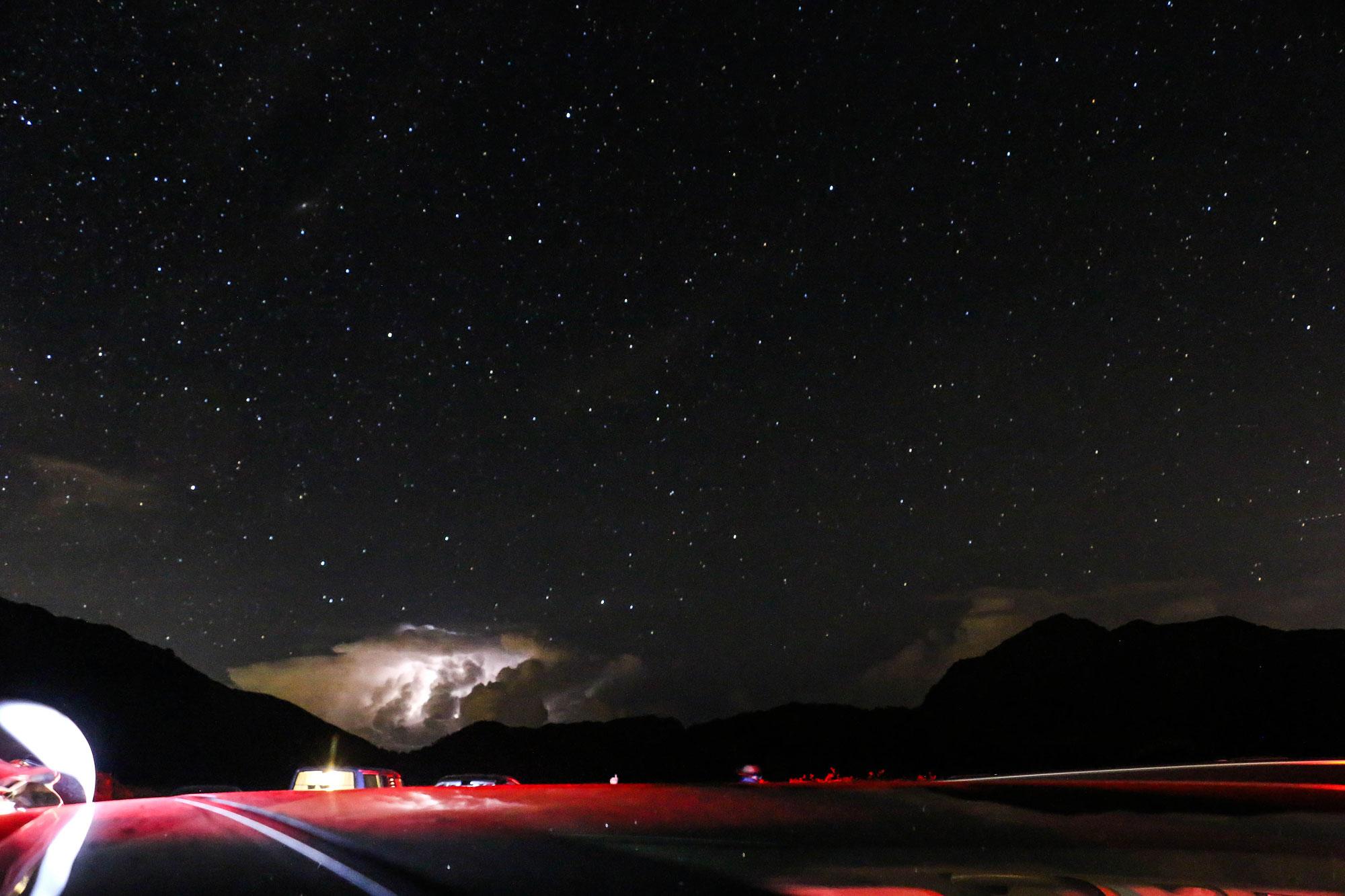 幾乎沒有光害的昆陽停車場,抬頭就能見到滿天星斗。