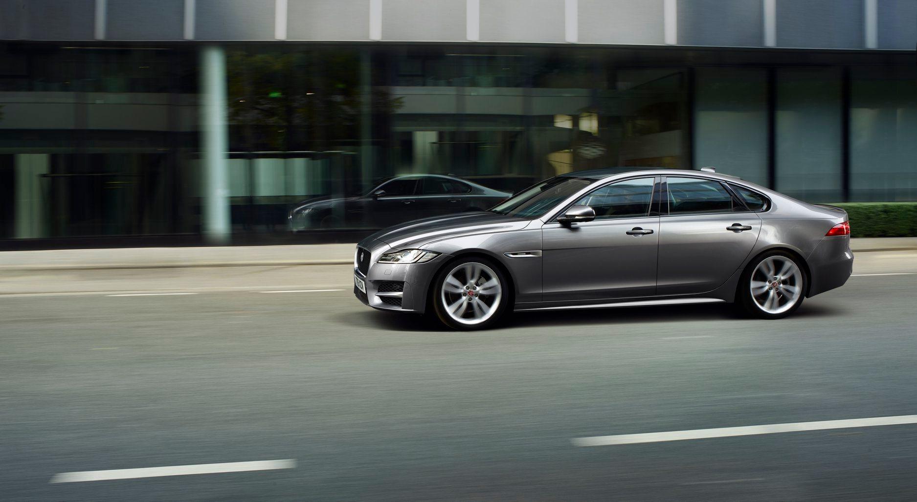 Jaguar XF。