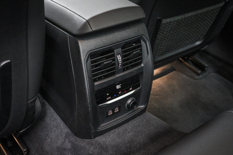 三區恆溫空調是全車系標配。