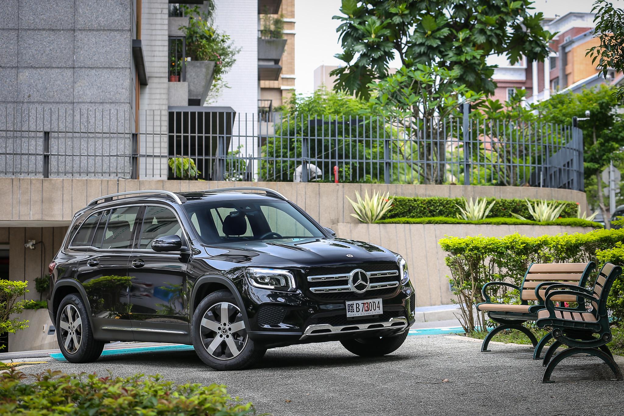 此次試駕車型為 GLB 200d,建議售價為 216 萬元。
