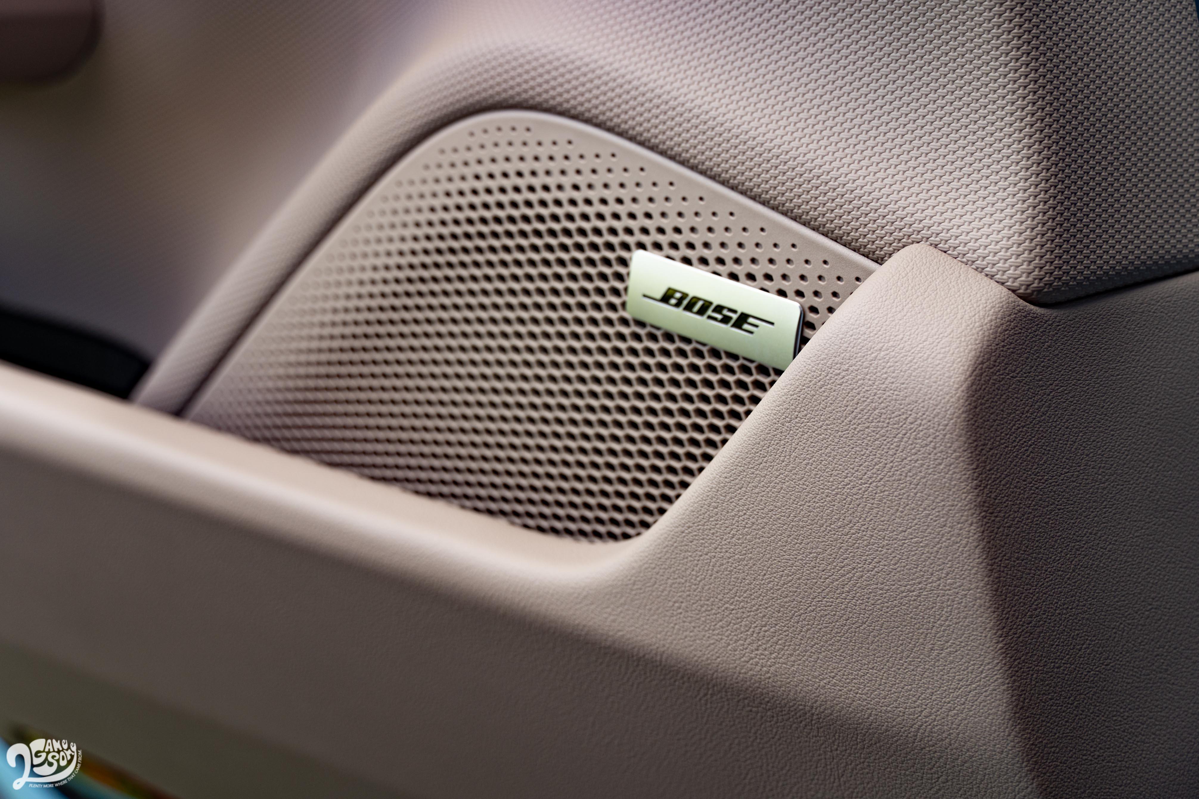 試駕車選配 BOSE® 環繞音響系統。