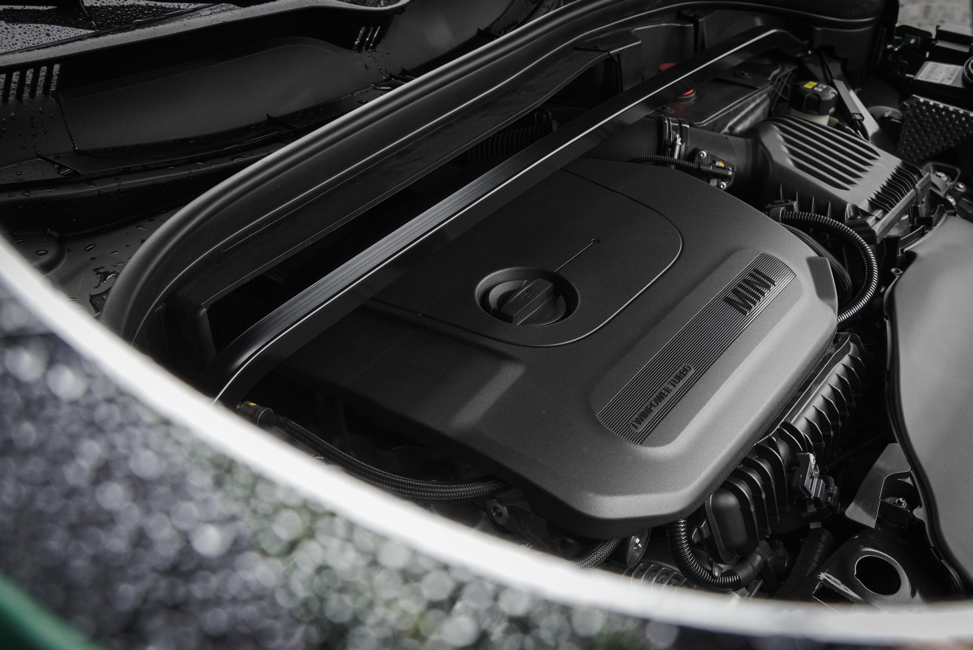 原廠代號 B38 TwinPower Turbo 直列三缸引擎輸出 136hp / 220Nm。