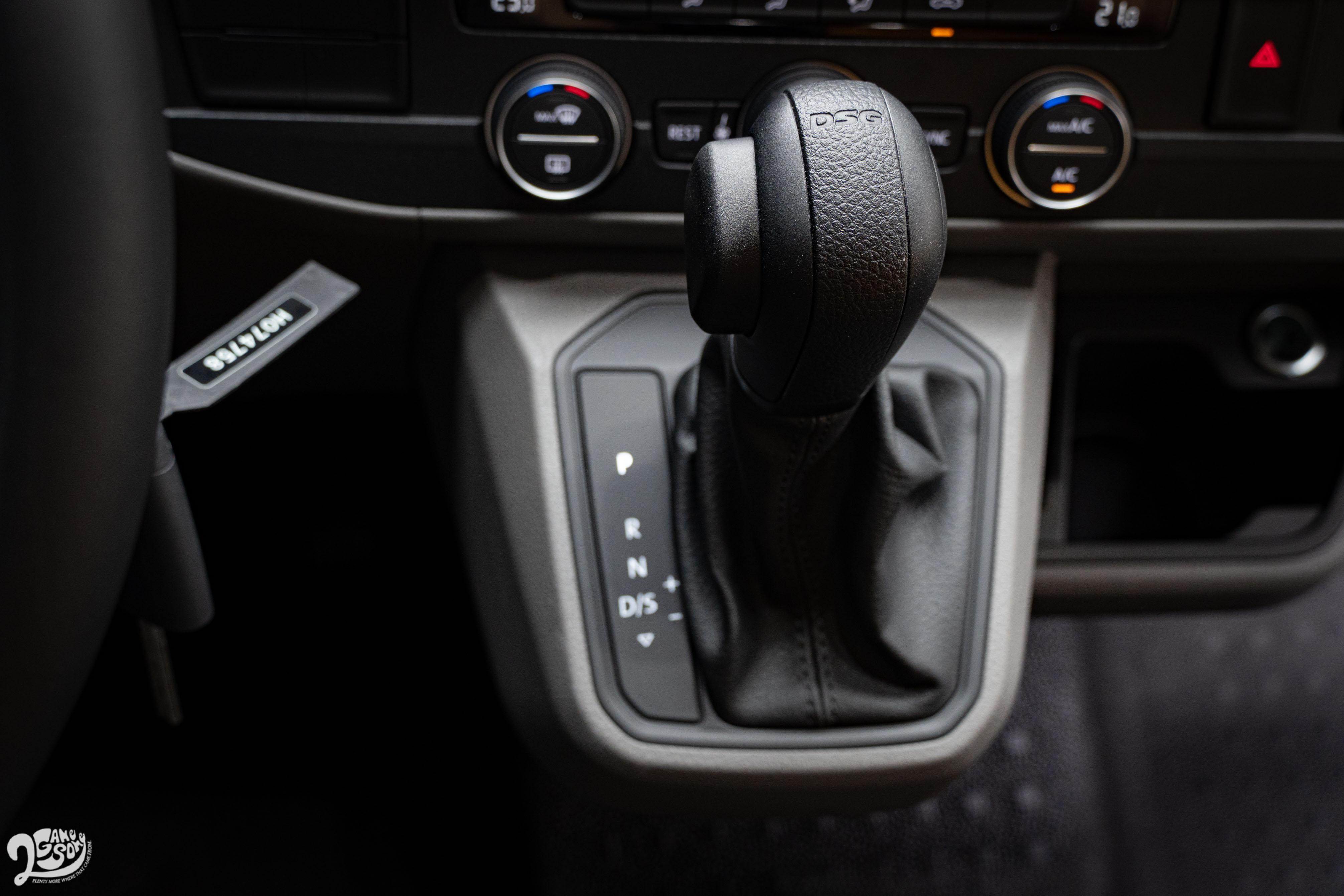 配備七速雙離合器自手排,再往下一階的 110L 則是五速手排車型。