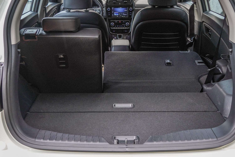 標準乘坐狀態時後廂容積就已高達 427 公升,有著傲視對手的空間實力。