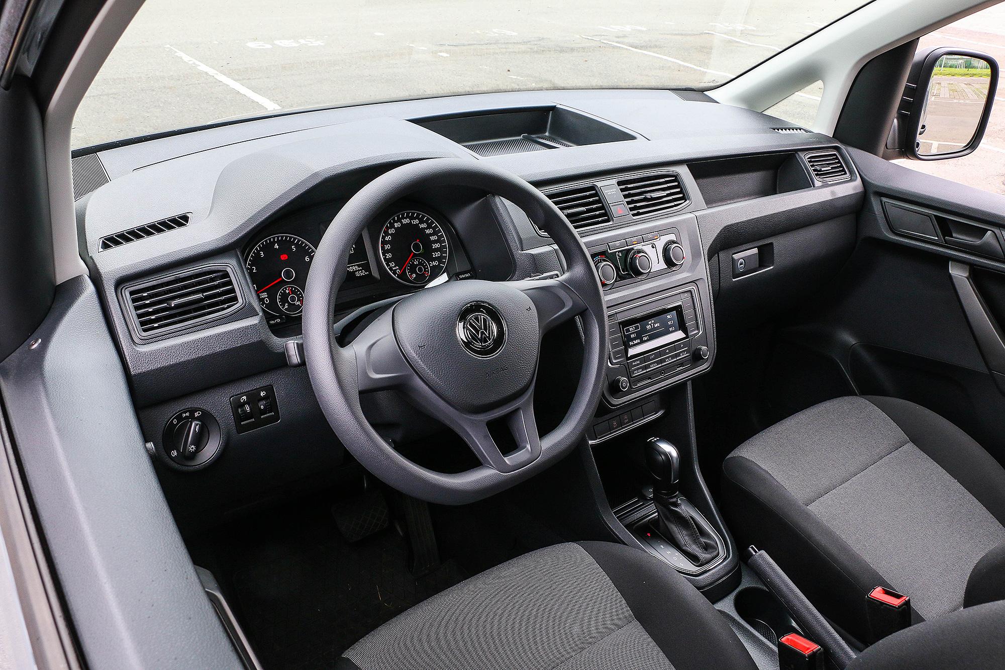座艙設計與 Caddy Van 家族相同,延續了轎車化的設計。
