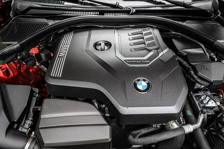 代號 B48 的 2.0 升直列 4 缸 TwinPower Turbo 渦輪增壓汽油引擎,最大馬力 184 匹、最大扭力 300 Nm。0-100 km/h 加速 7.1 秒完成。