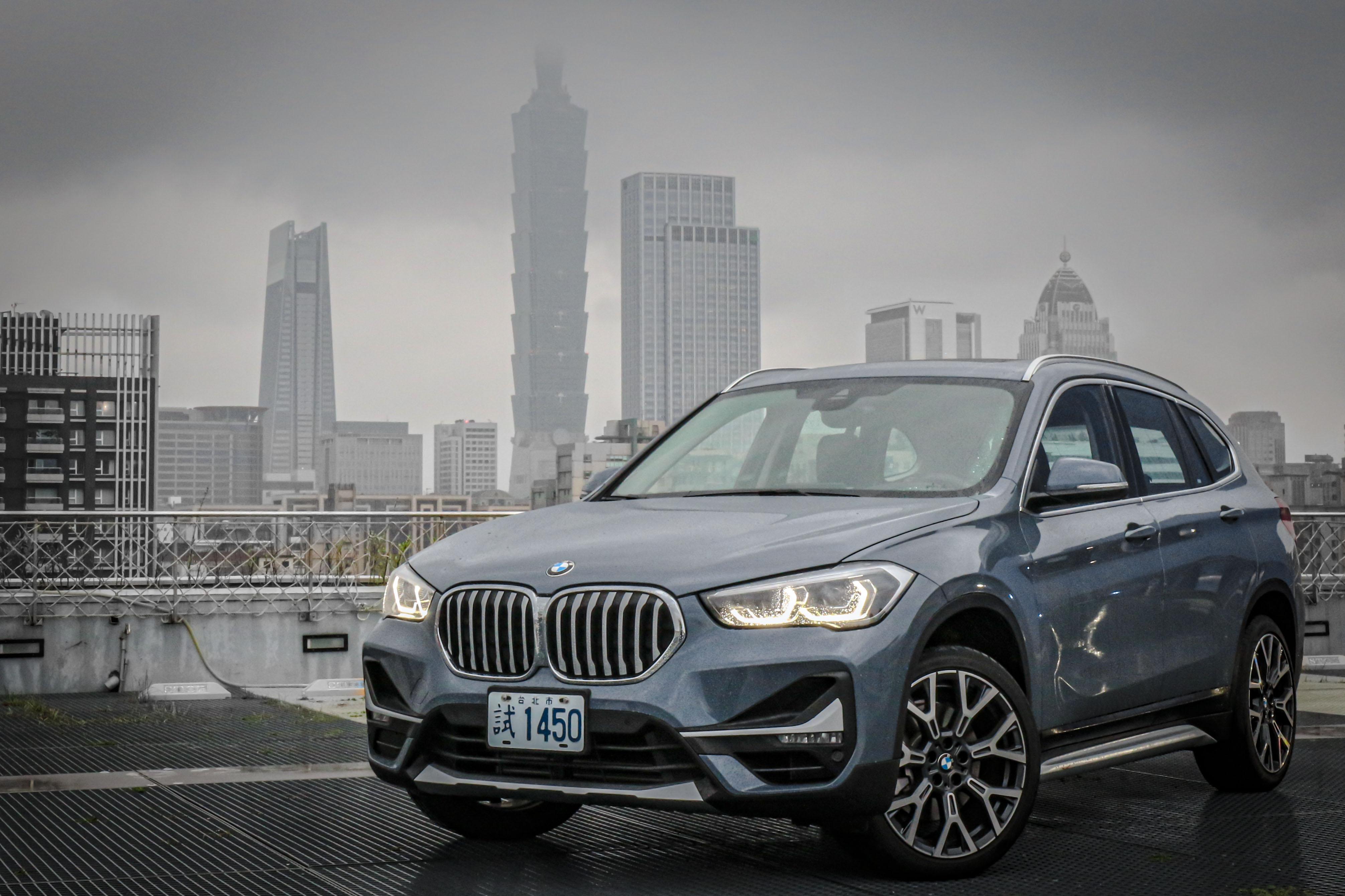 小改款 BMW X1 提供 sDrive18i 及 sDrive 20i 兩種動力,售價分別為 185 萬及 209 萬。