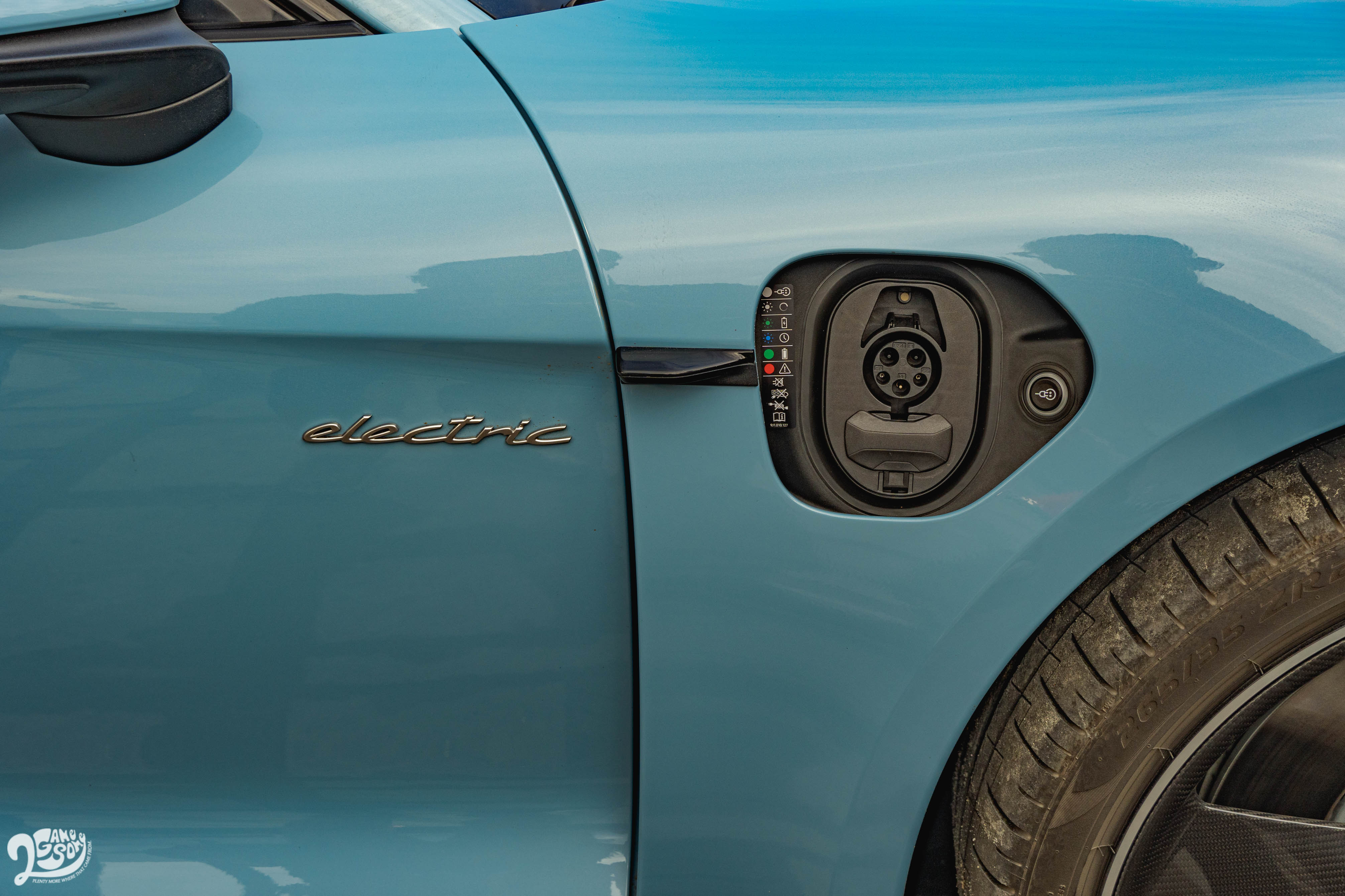 Porsche Taycan 台灣市場支援 Type 1(美規) 交流電充電,與 CCS1 直流電高速充電。