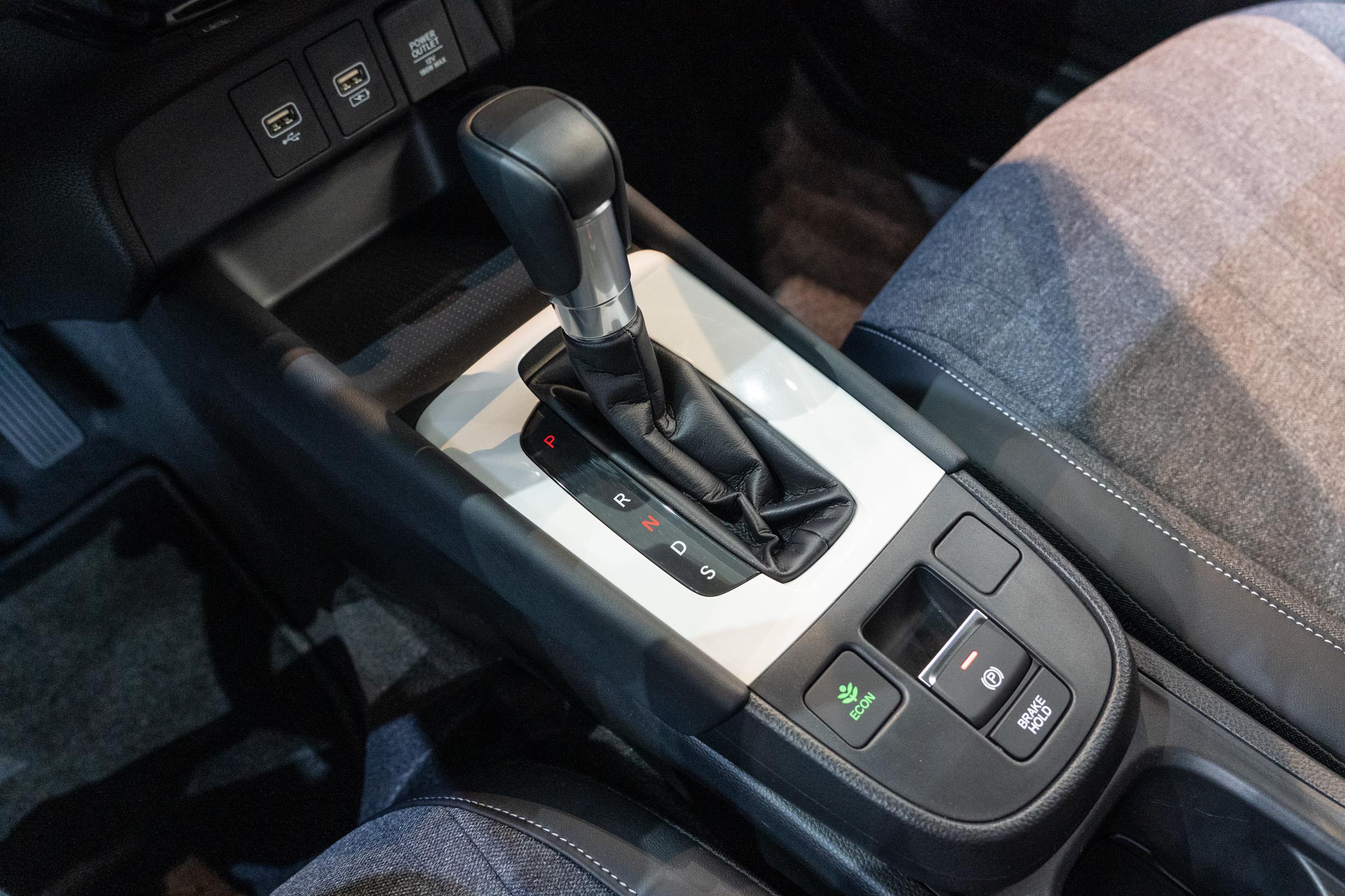 簡潔的中央鞍座造型。