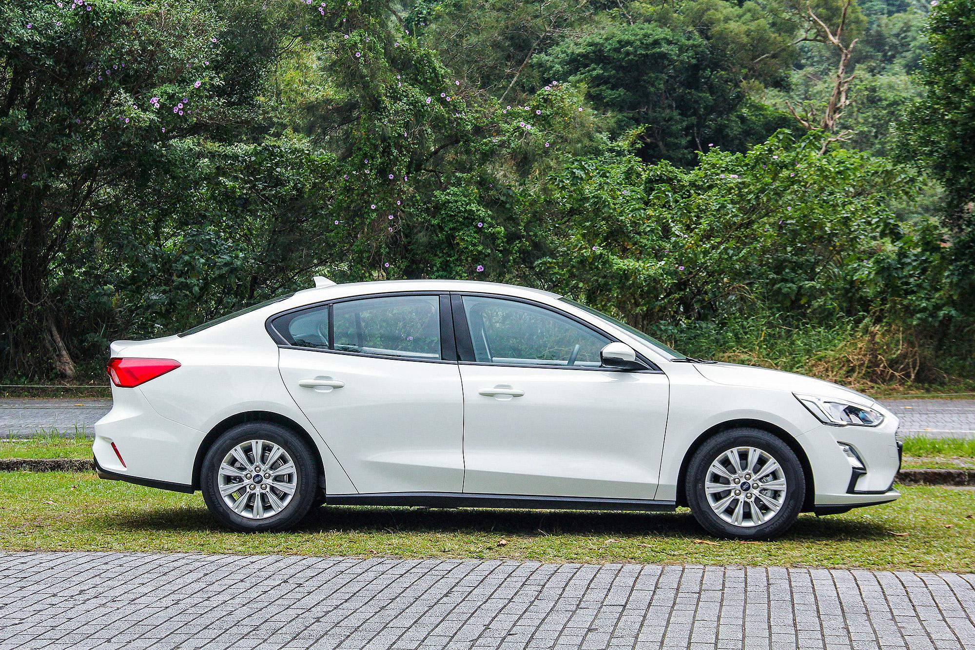 比起一般的國產小型房車, Focus 4D 美夢型最大的優勢在於車身尺碼大上一號。