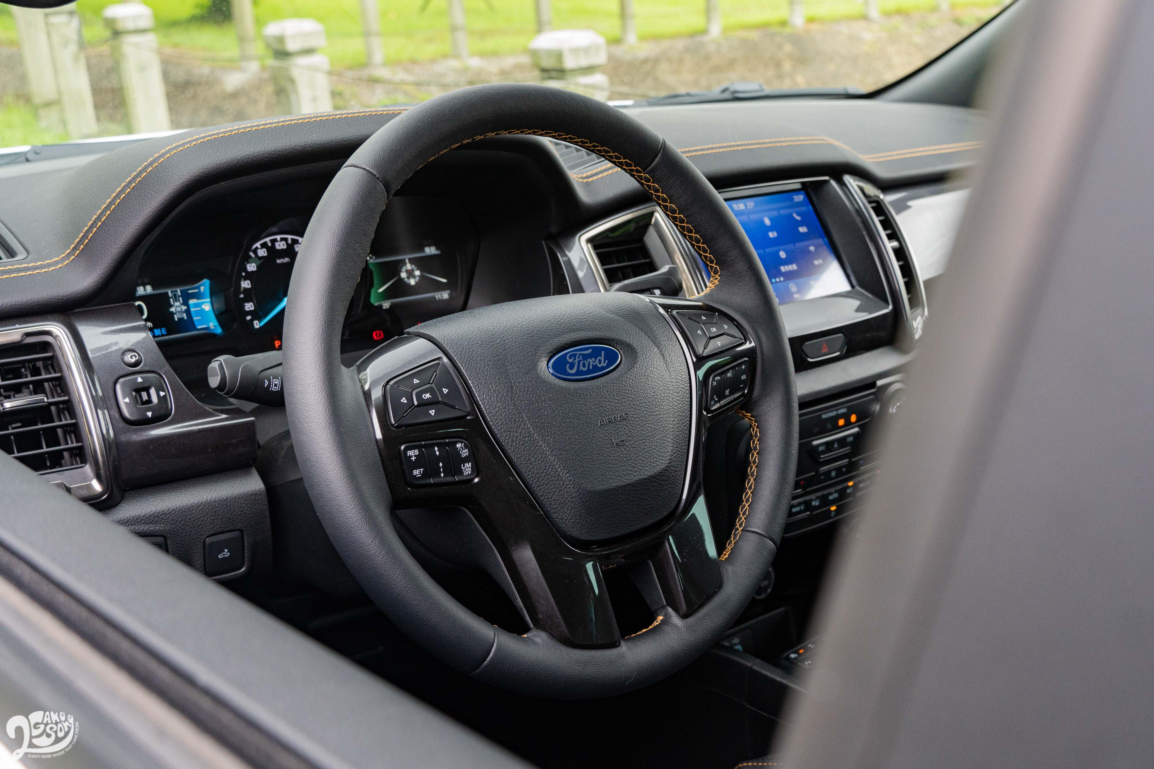 Ranger 操控不比一般休旅車,轉向也含糊重手了點。