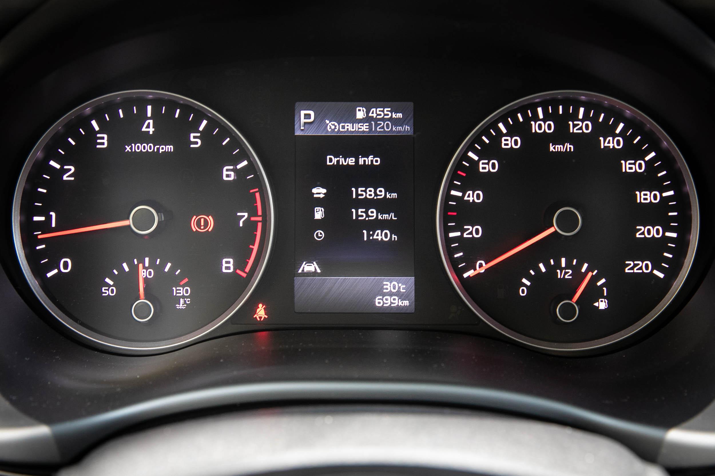 Stonic 車型皆無中文化介面,儀表板中的4.2吋彩色旅程電腦當然也不例外。
