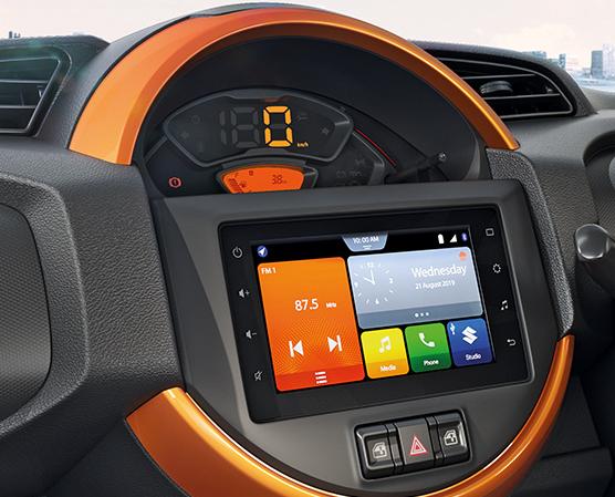 中控臺以圓形為設計主軸,並置入七吋多媒體主機。