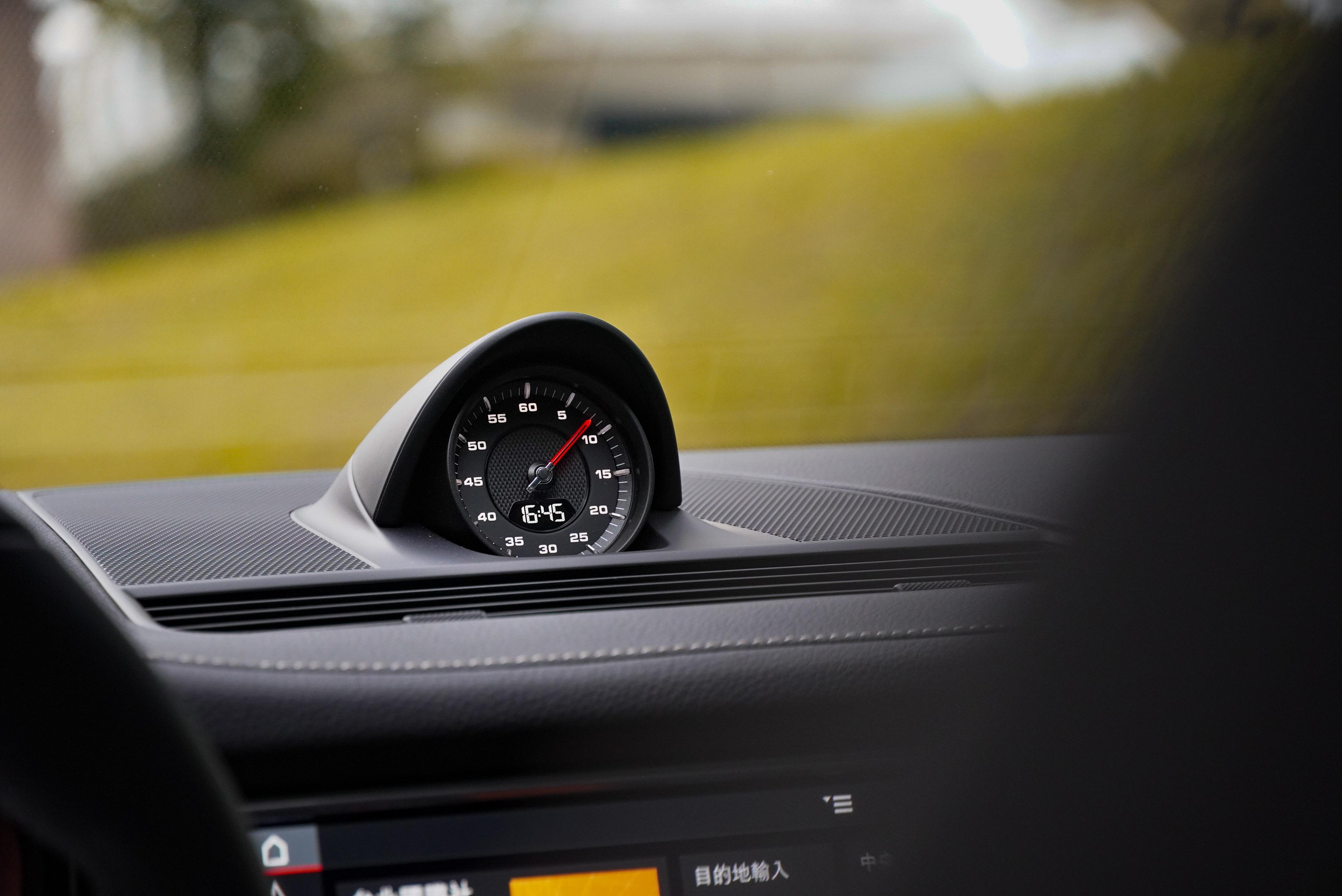 跑車計時套件可說是 Porsche 車款都少不了的配備。