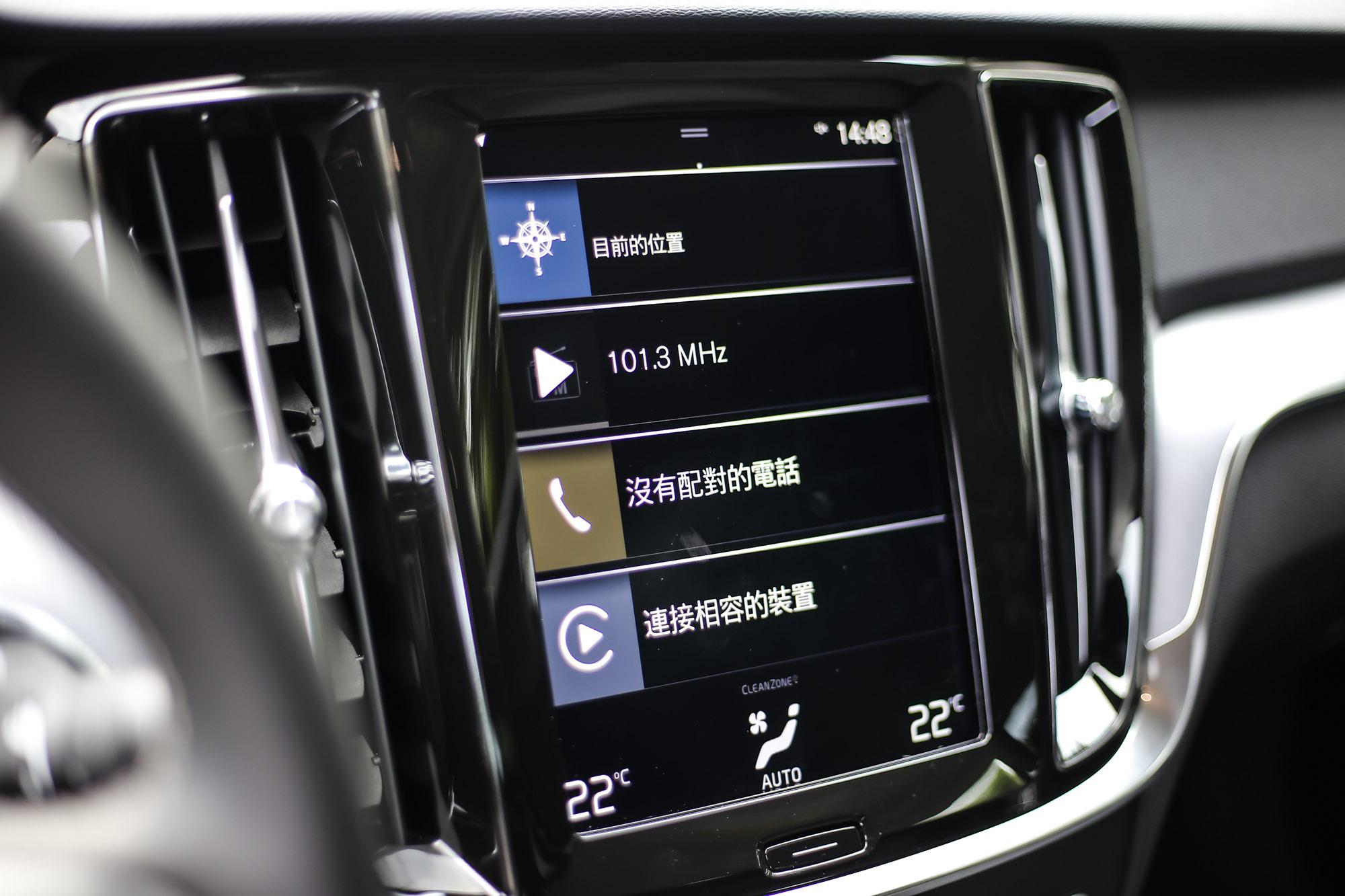 中控臺上的 9 吋觸控螢幕整合 Sensus 資訊暨衛星導航控制介面。