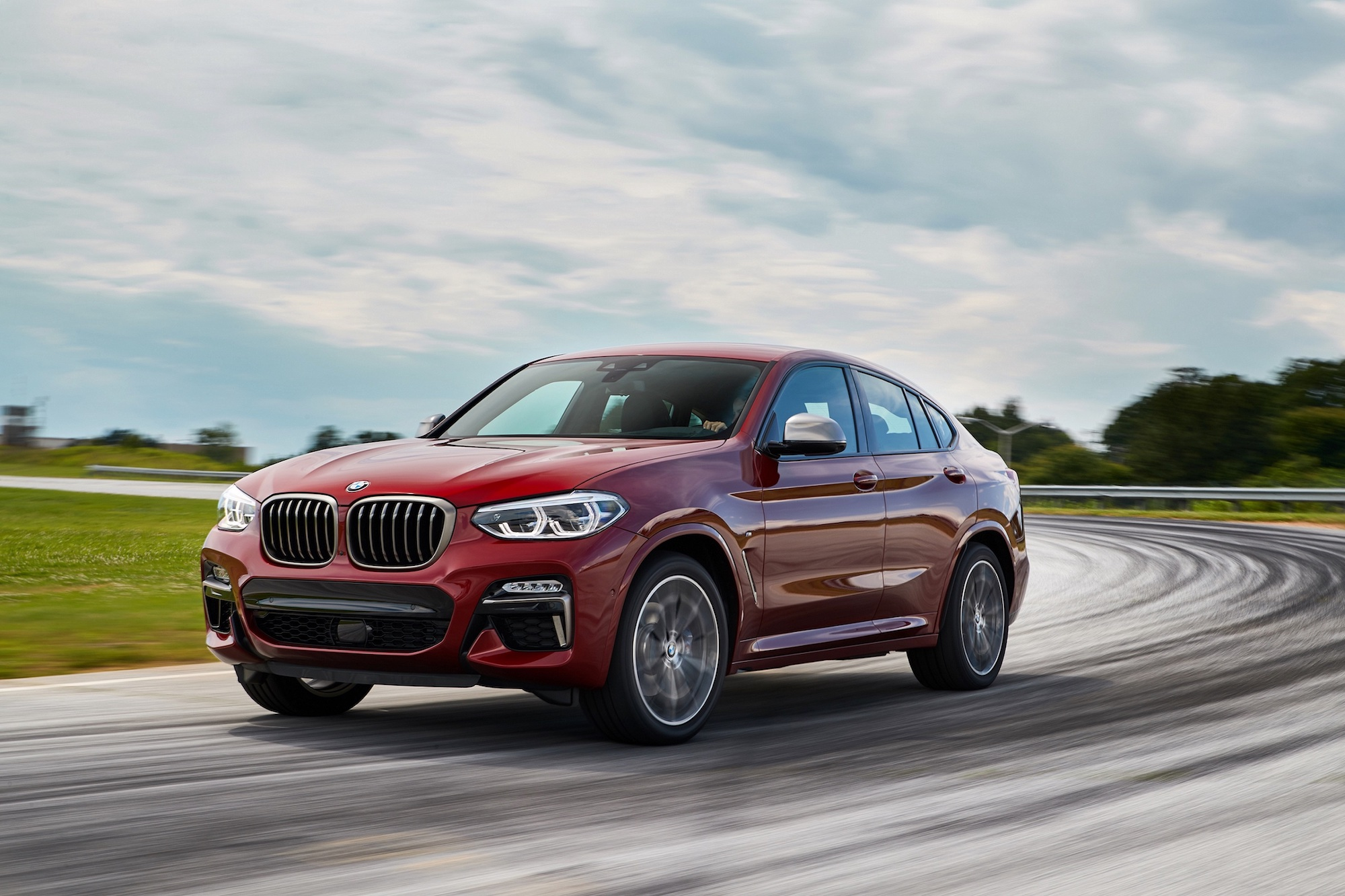 BMW X4 M40i XRace Edition。