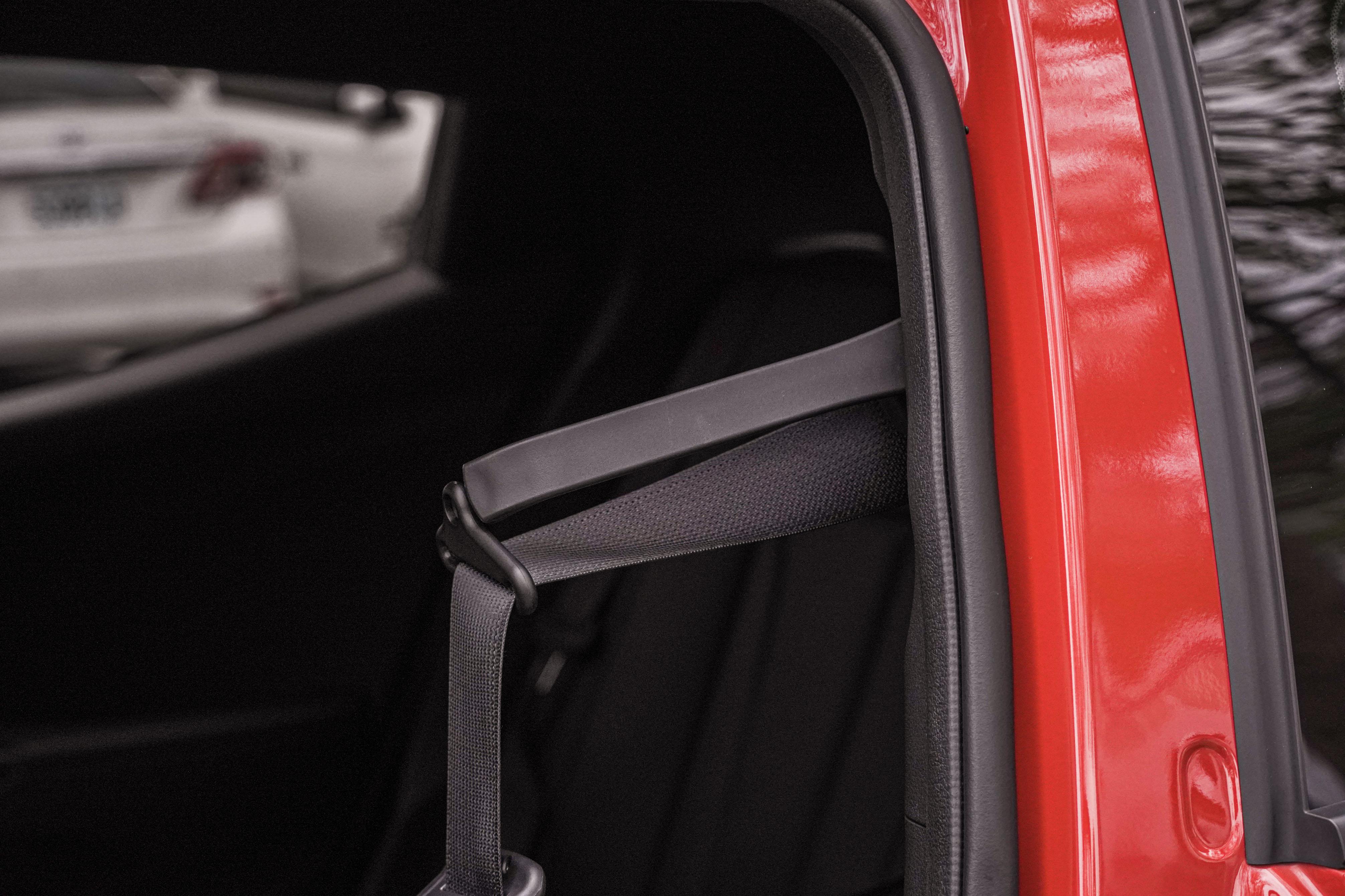 駕駛座安全帶提供延伸桿。