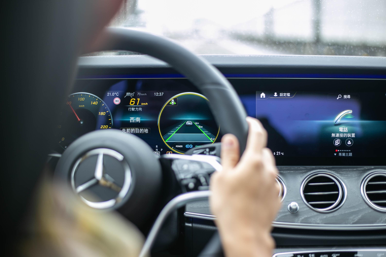 智能駕駛輔助套件(23P)列為標準配備。
